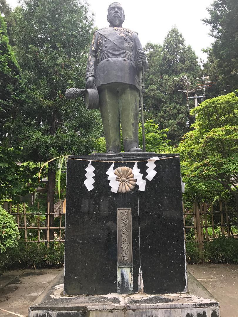 櫛引八幡宮の像