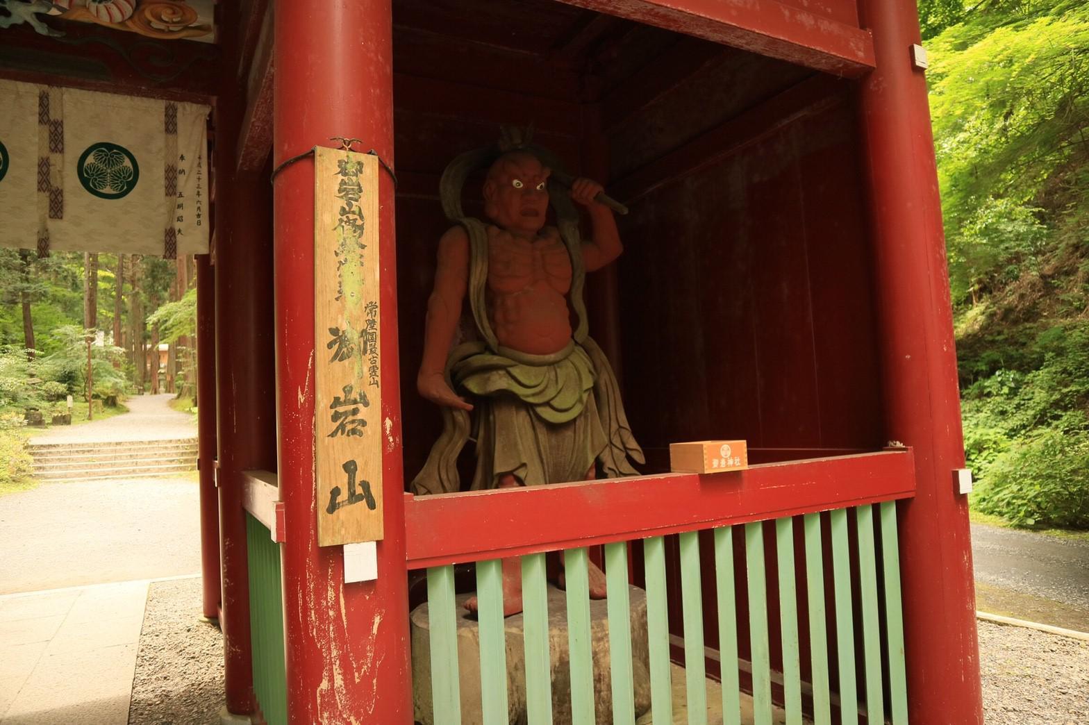 御岩神社の仏像