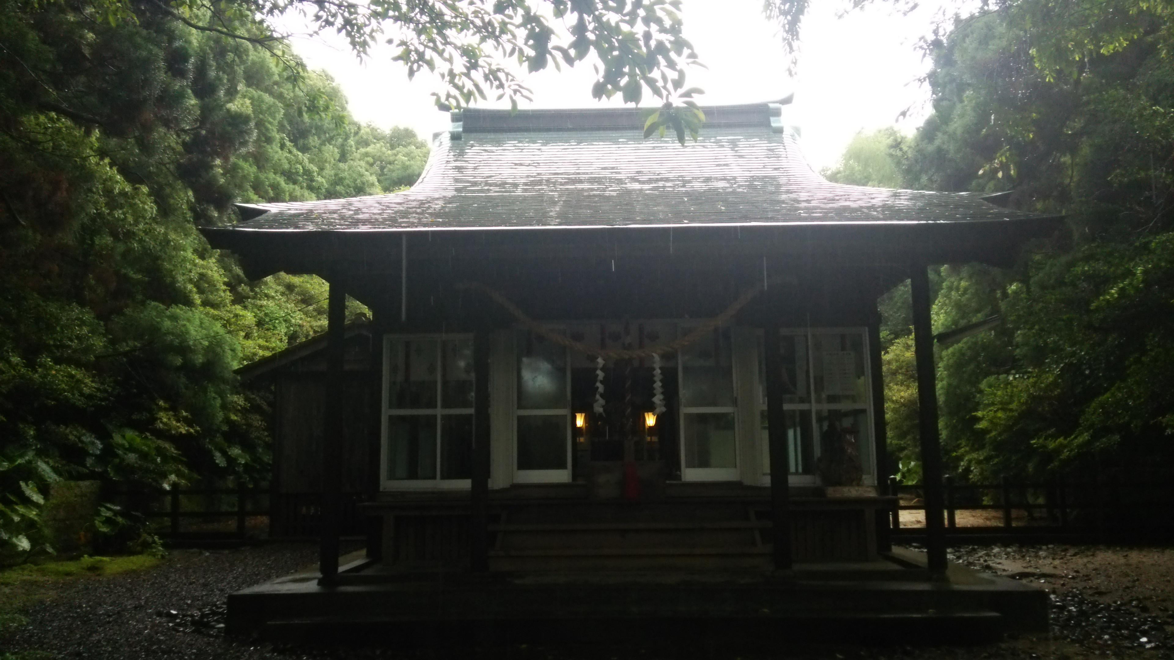 益救神社の本殿