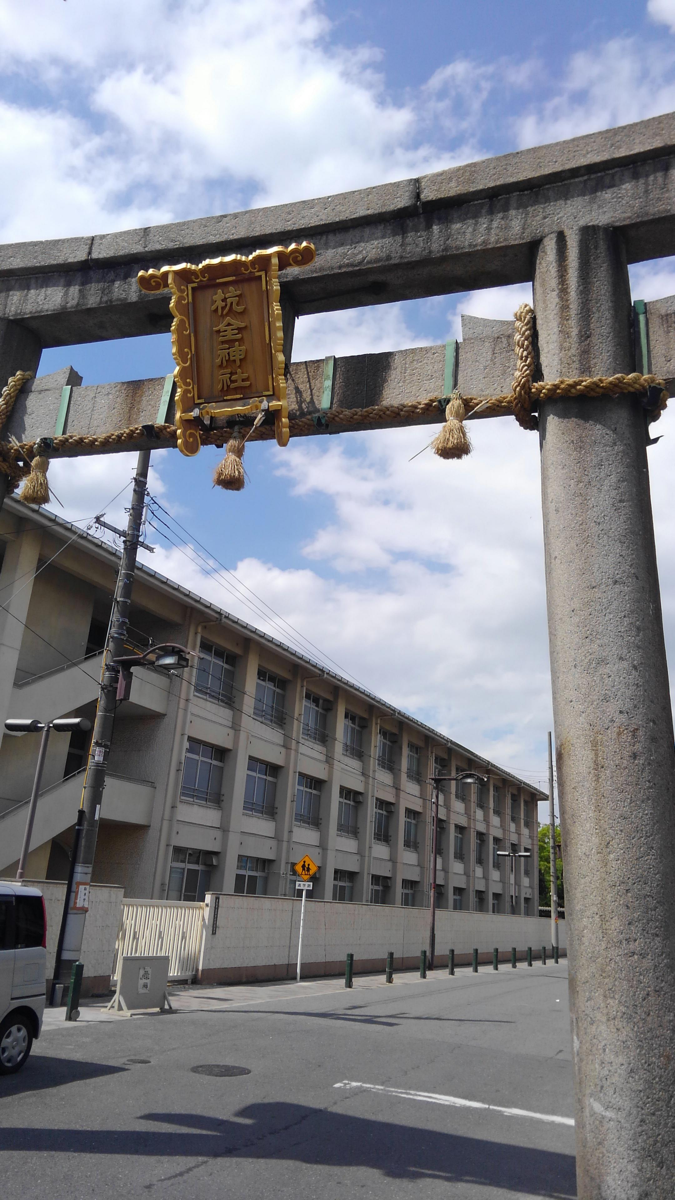 杭全神社の鳥居(大阪府平野(JR)駅)