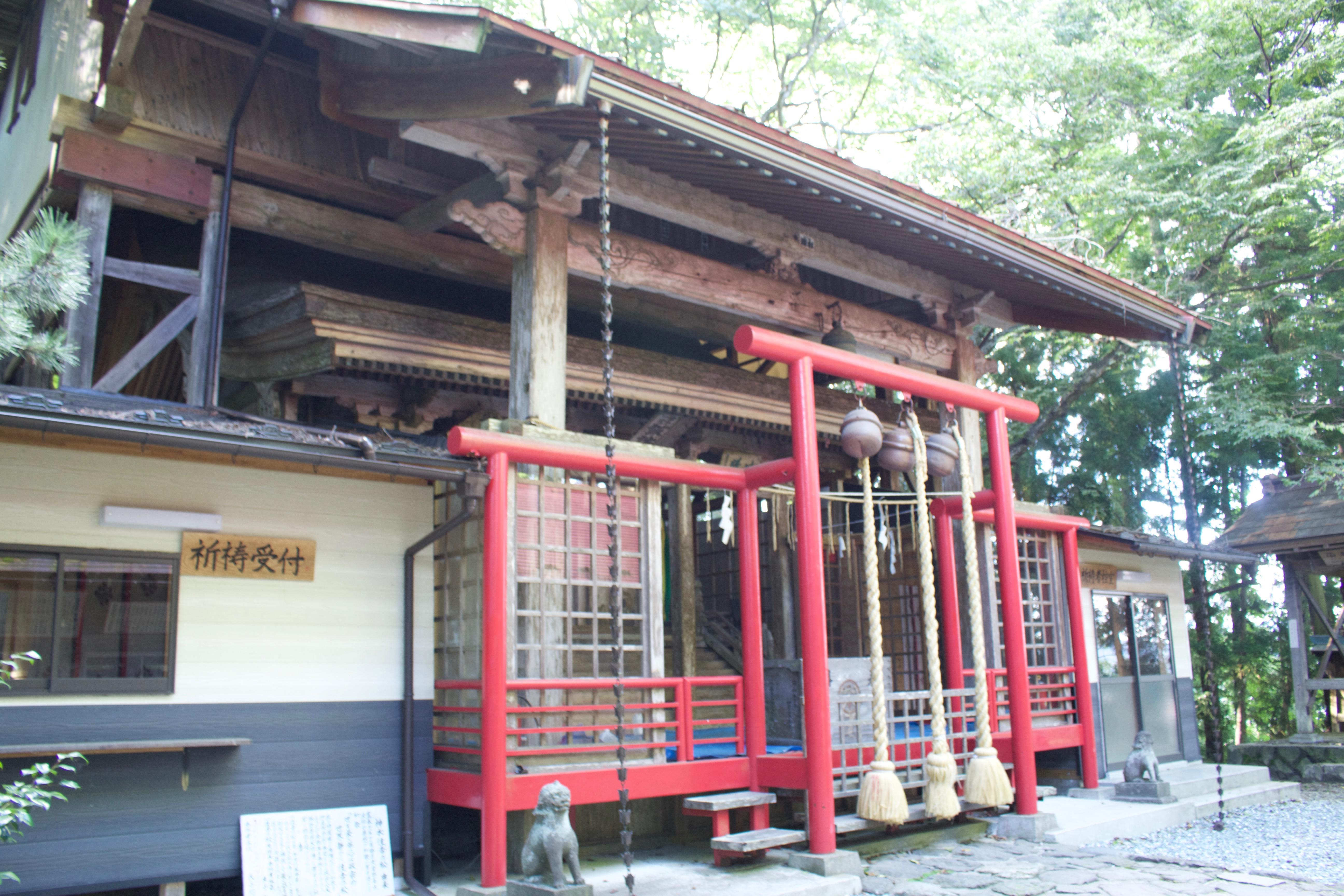 諏訪神社の鳥居