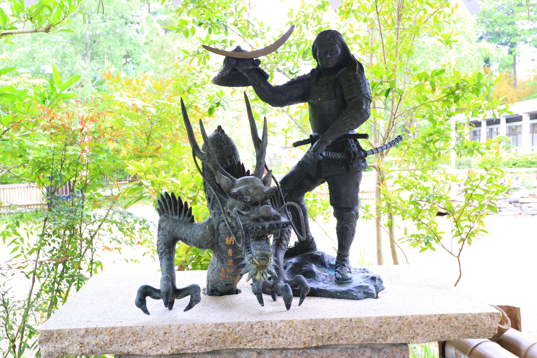 青葉神社の像