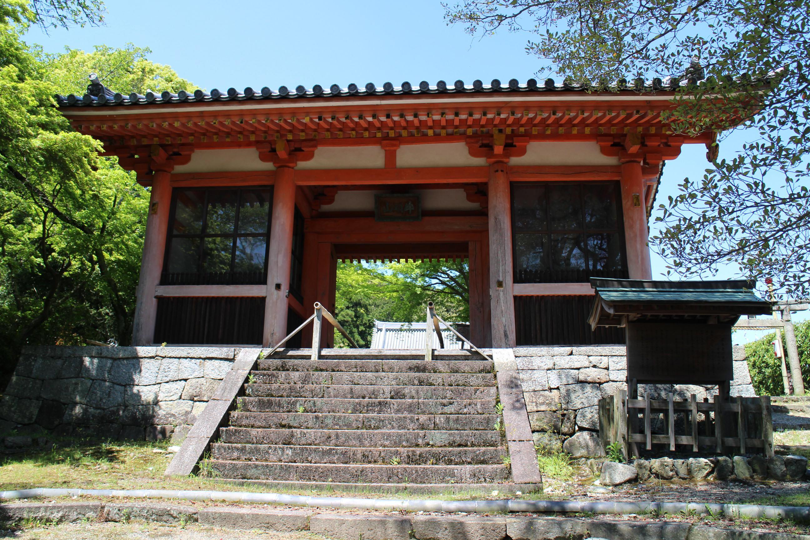 龍泉寺の山門