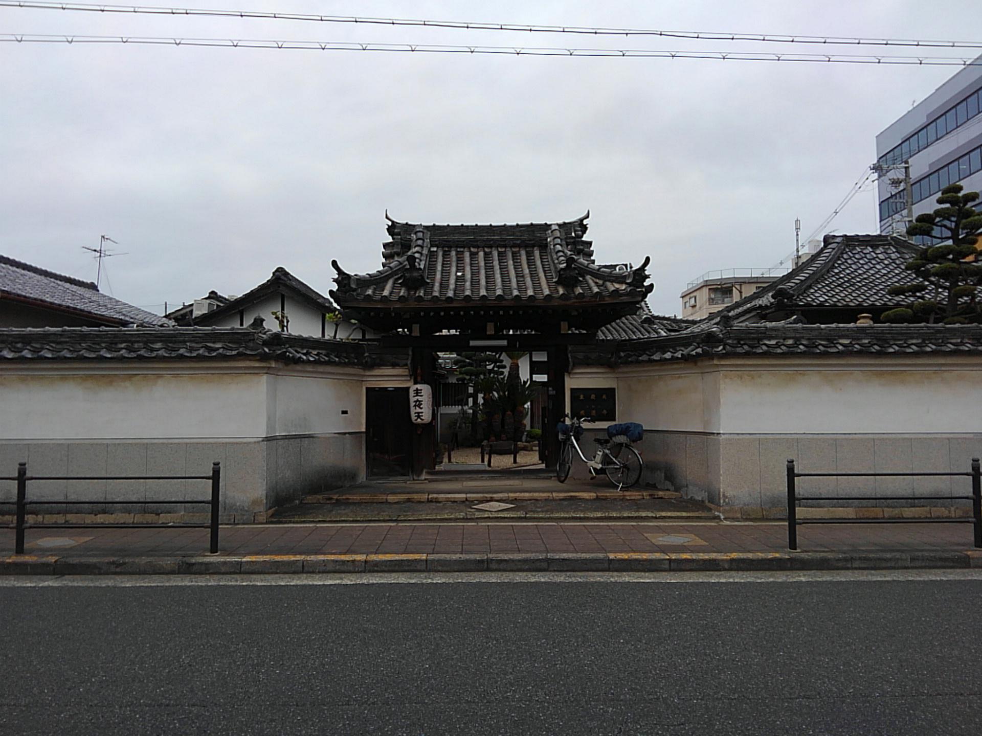 成道寺の山門