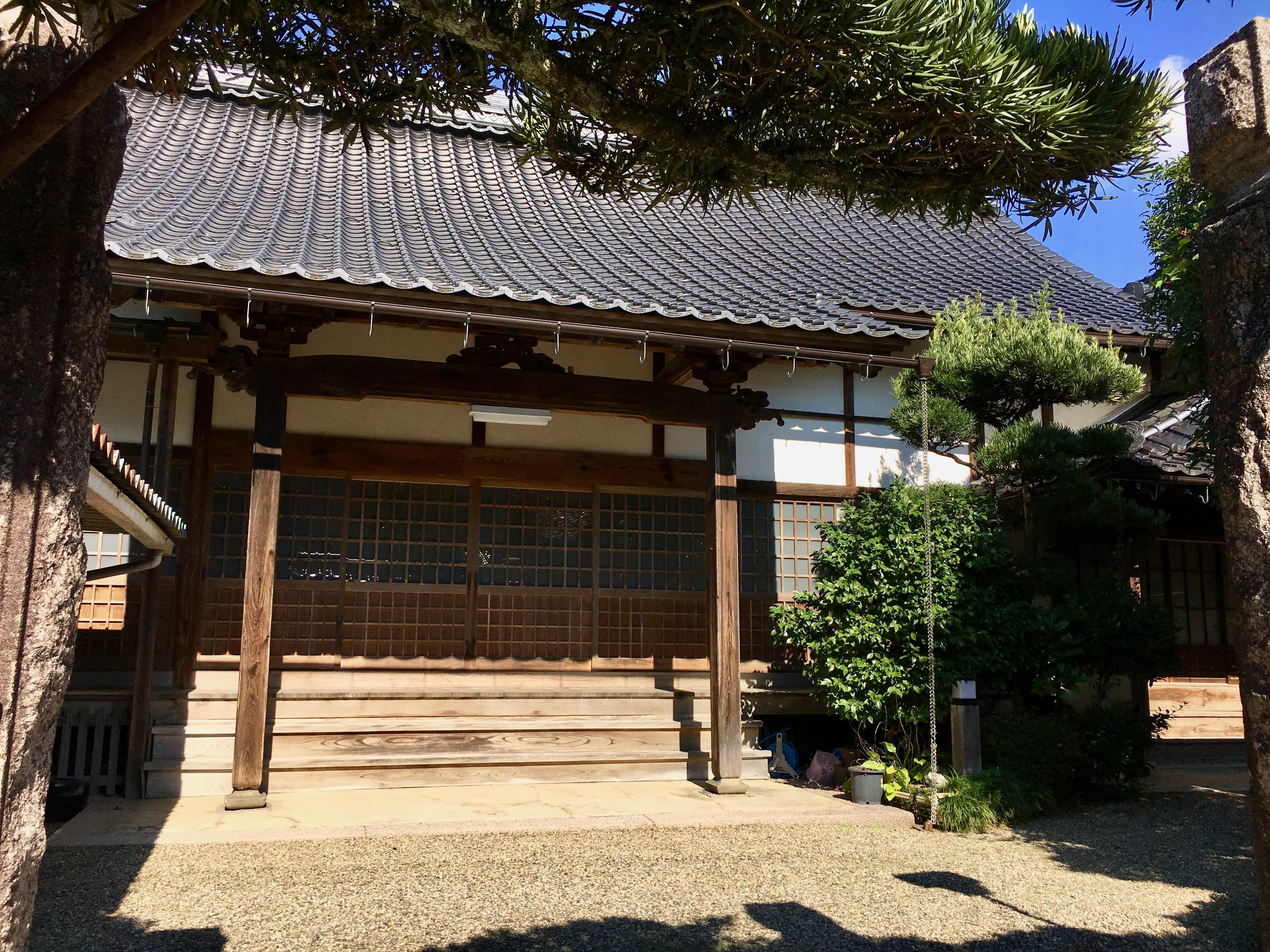 西方寺の本殿