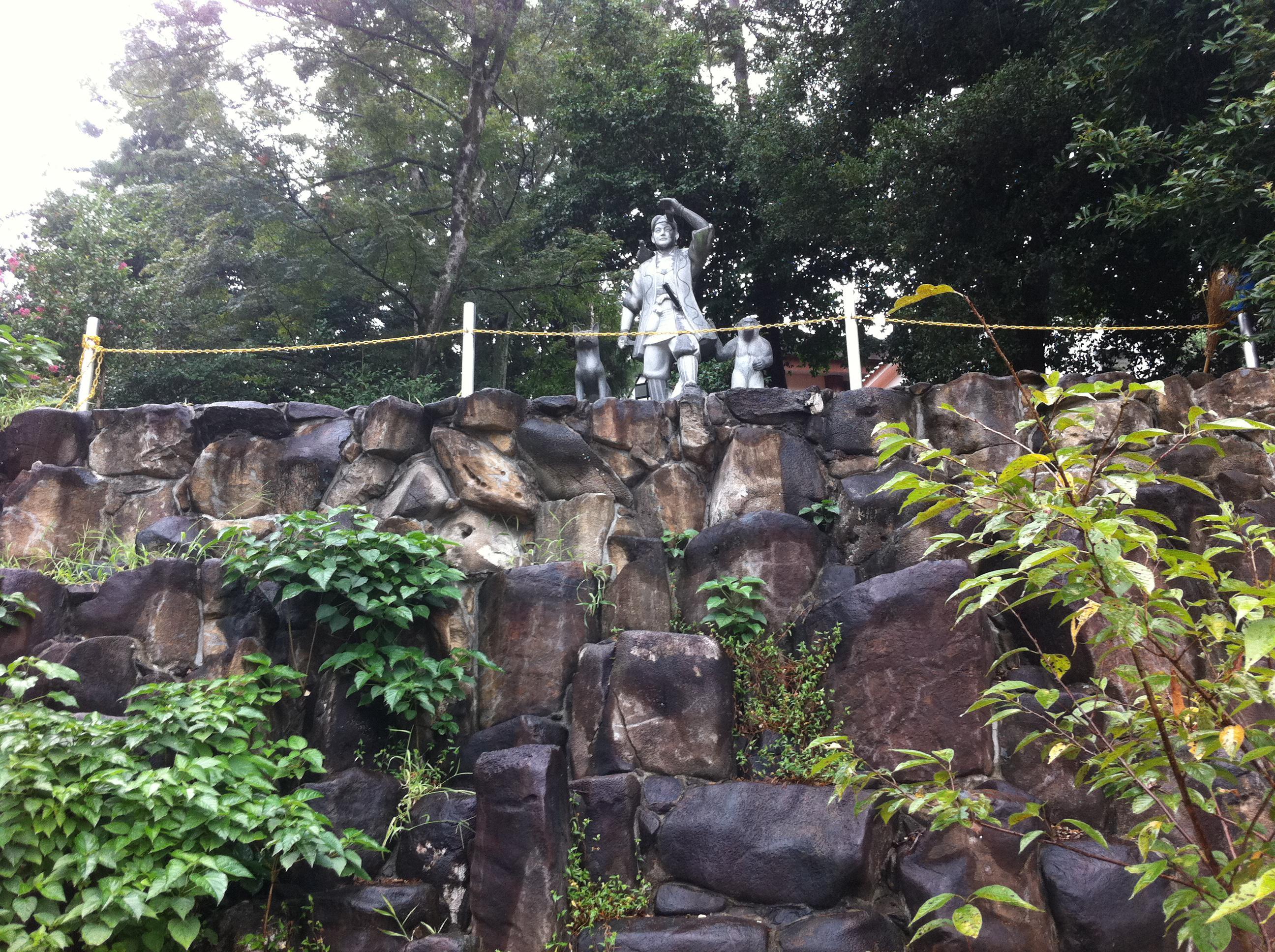 吉備津神社の像