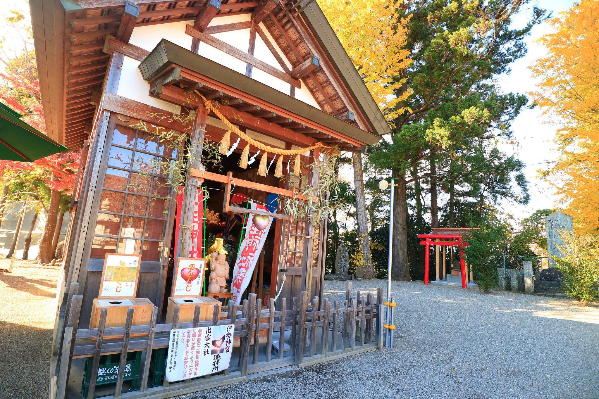 二柱神社の建物その他
