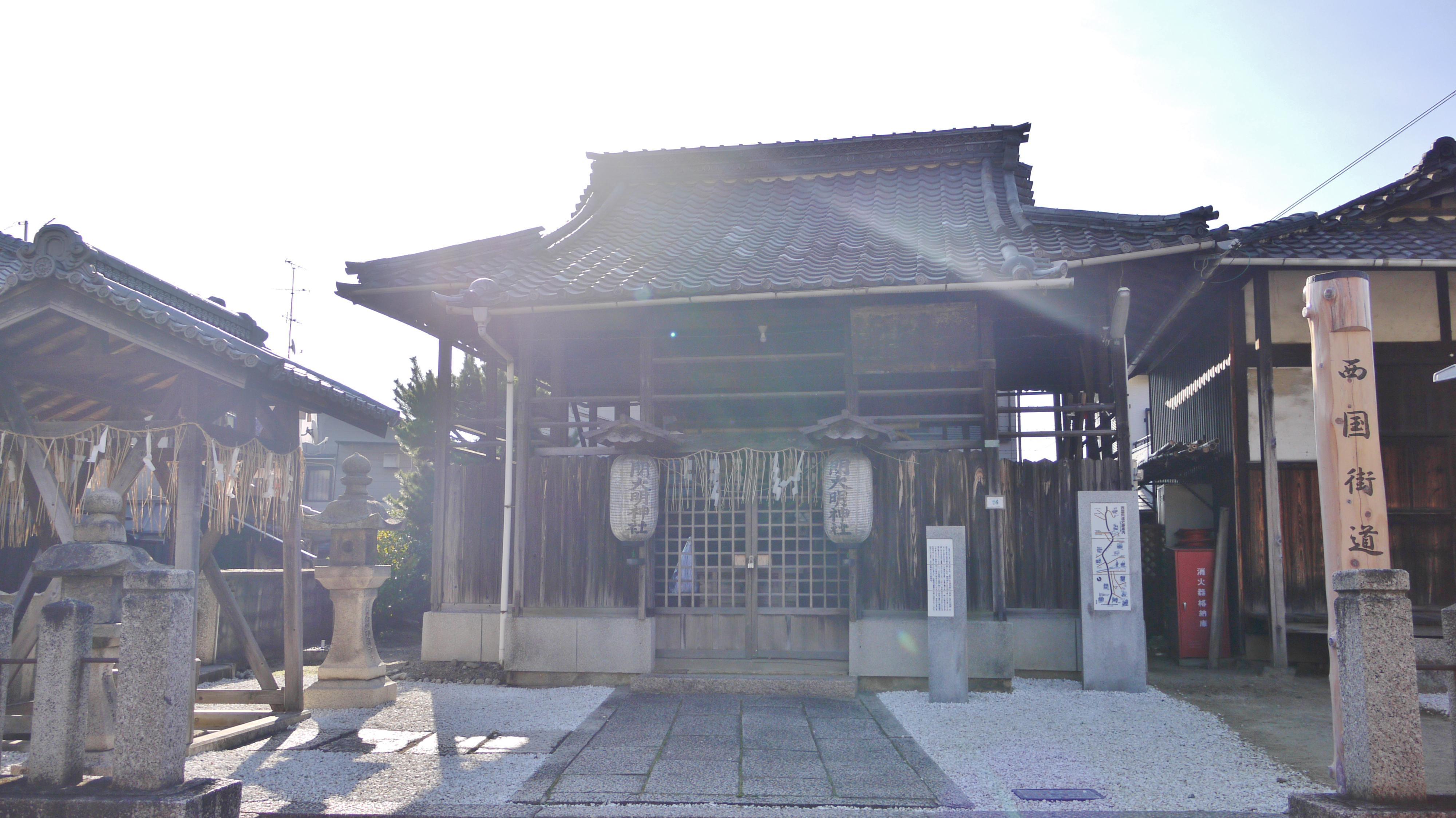 関大明神社の本殿