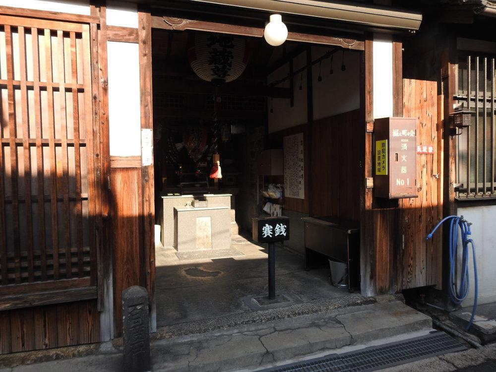 落泊地蔵尊の本殿