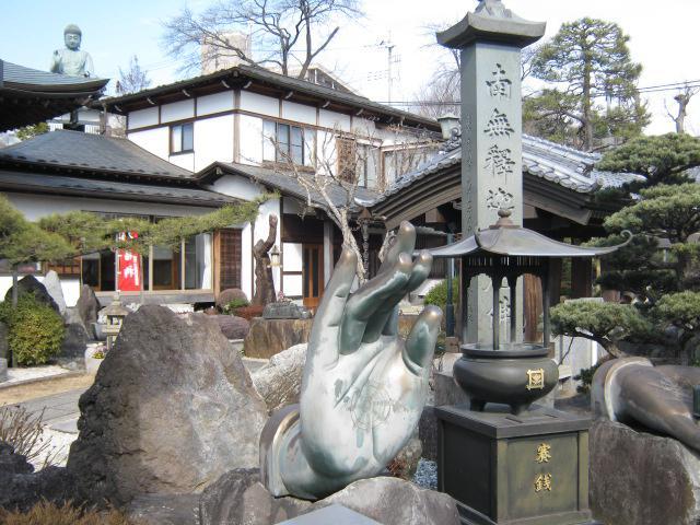 善生寺の像