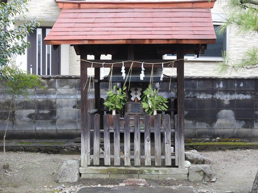 粟辻神社の建物その他