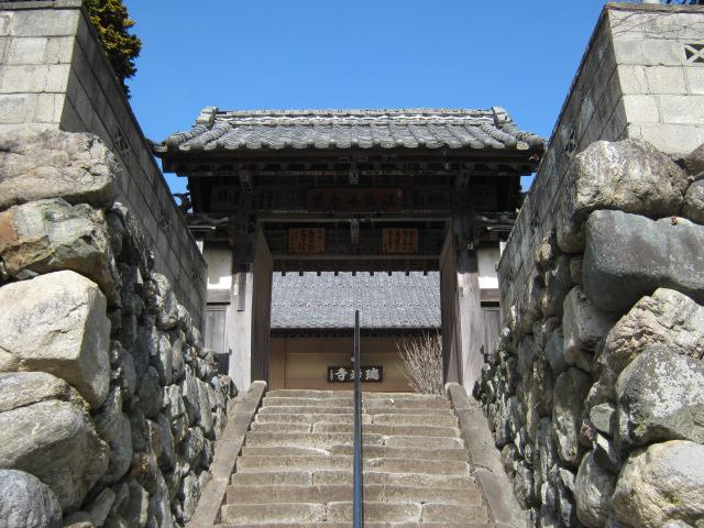 瑞岩寺の山門