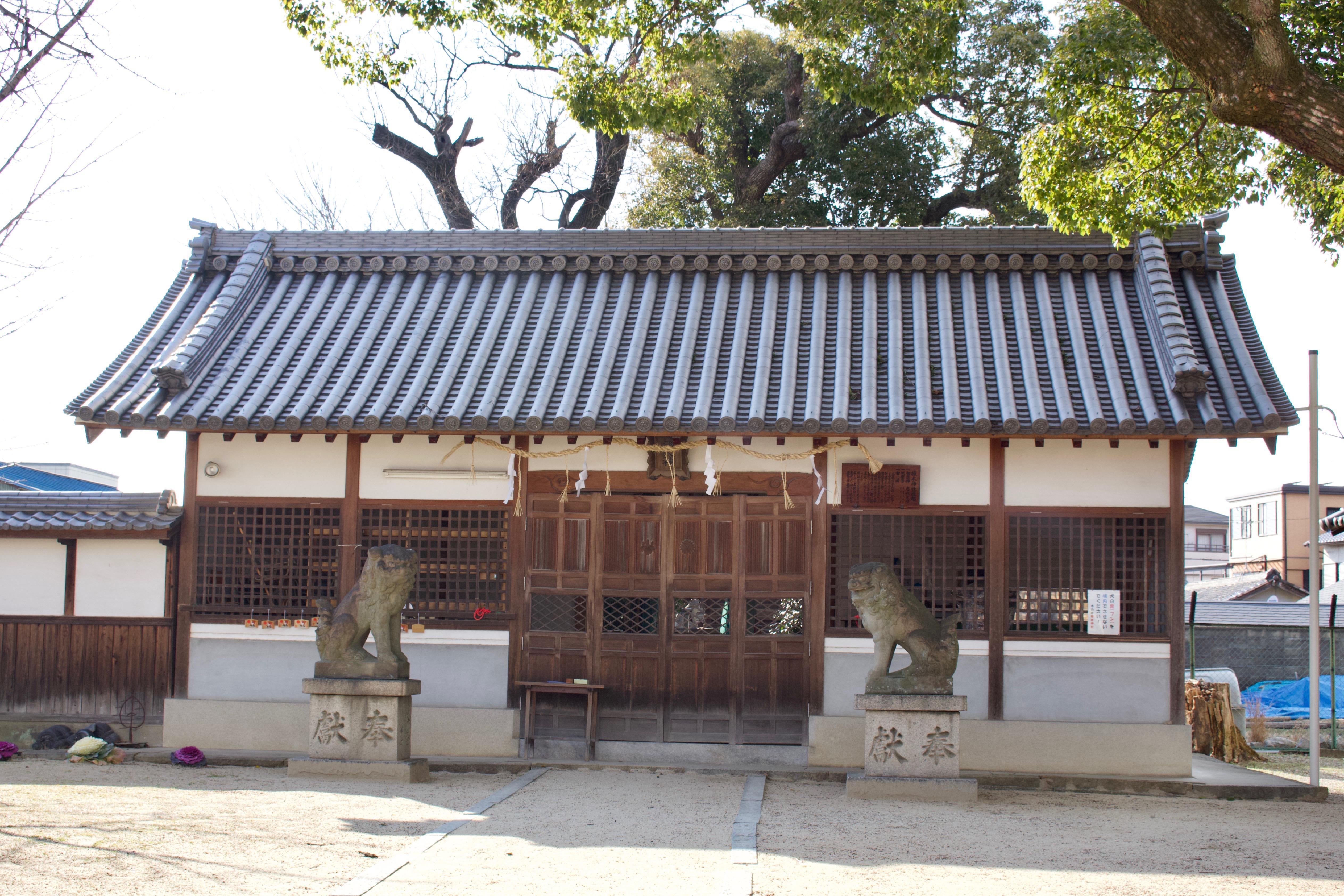 樟本神社の本殿