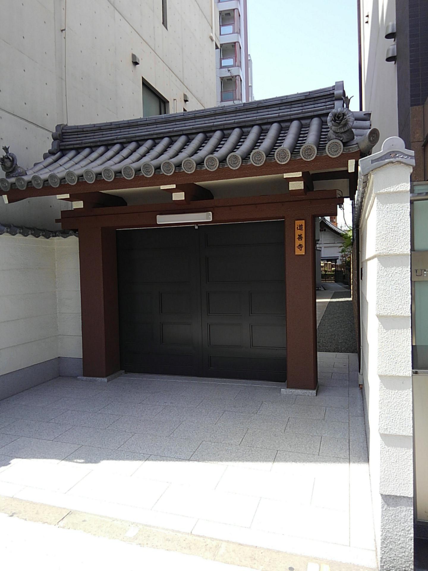 道善寺の山門