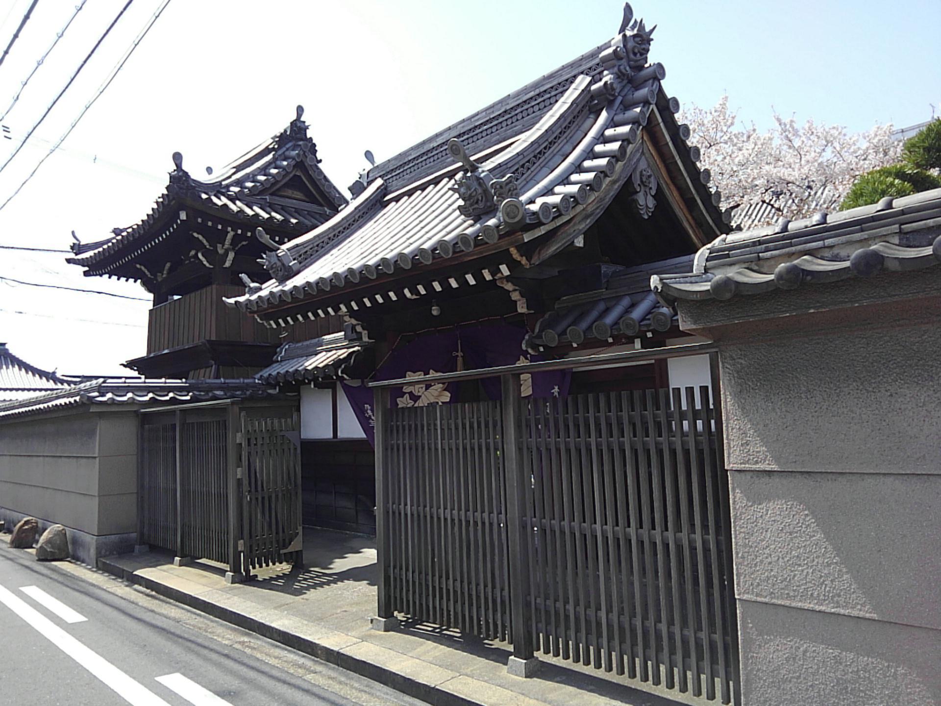 隆専寺の山門