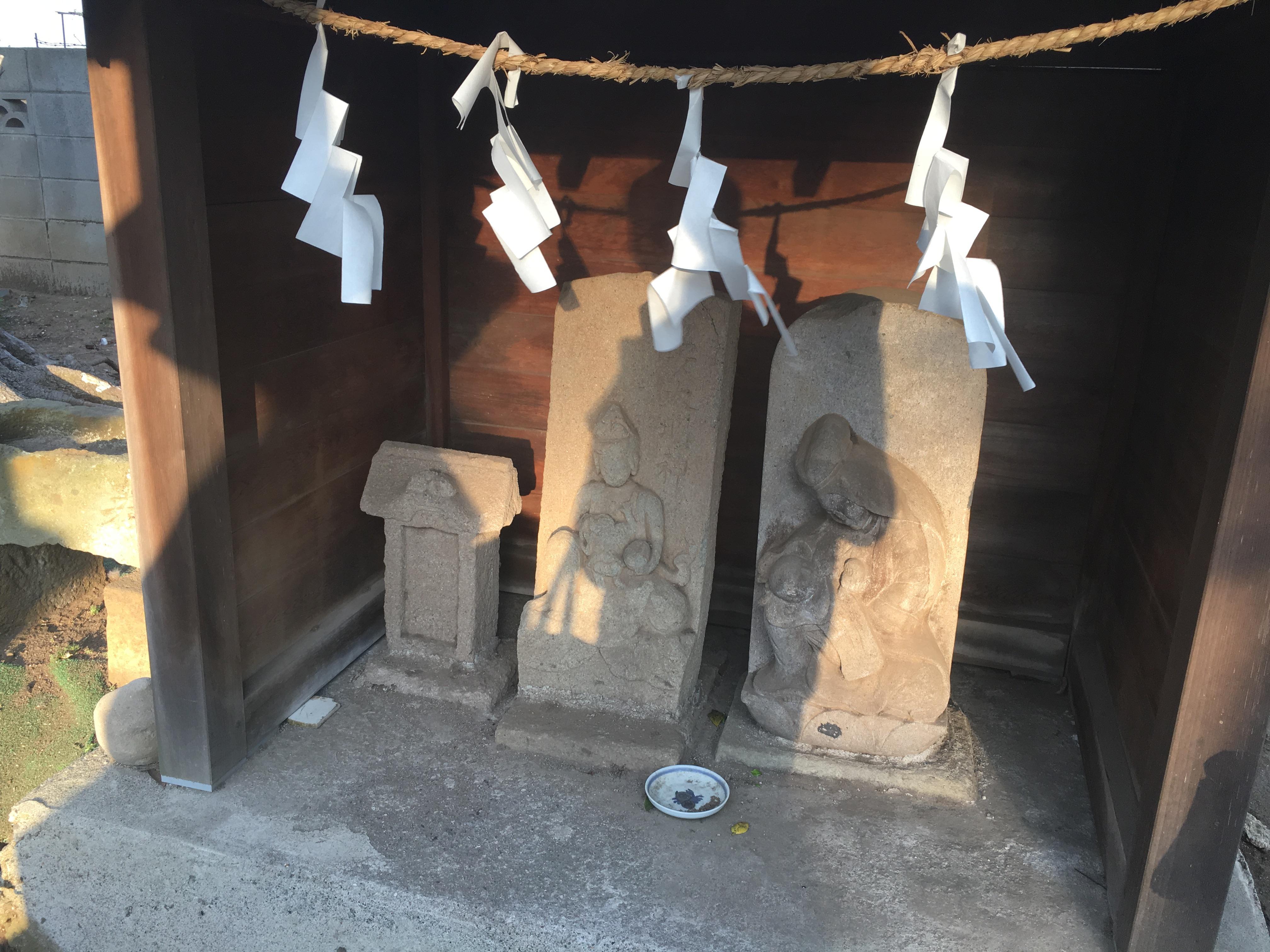 八幡神社の仏像(千葉県塚田駅)