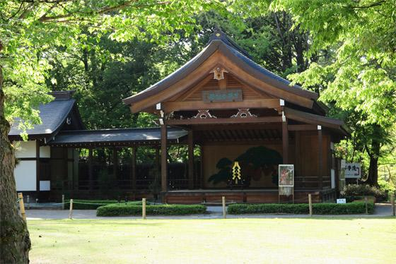 武田神社の本殿