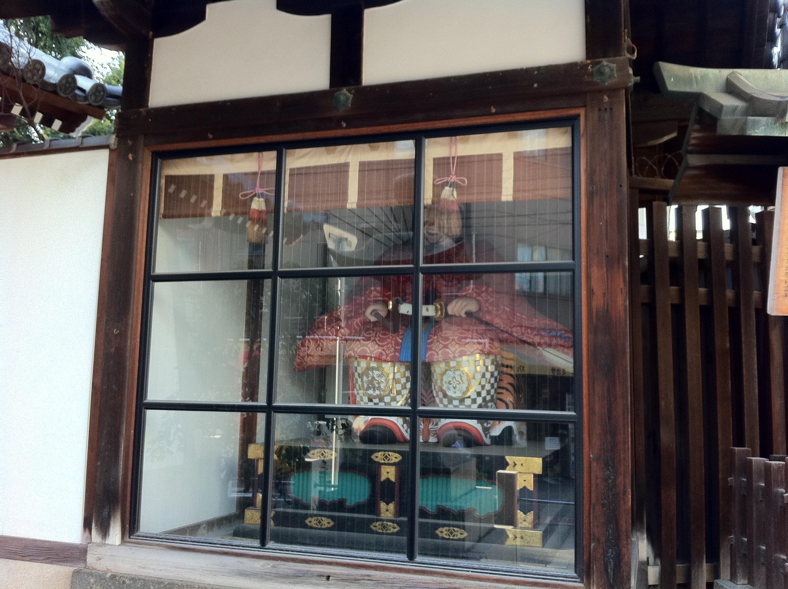 枚岡神社の像