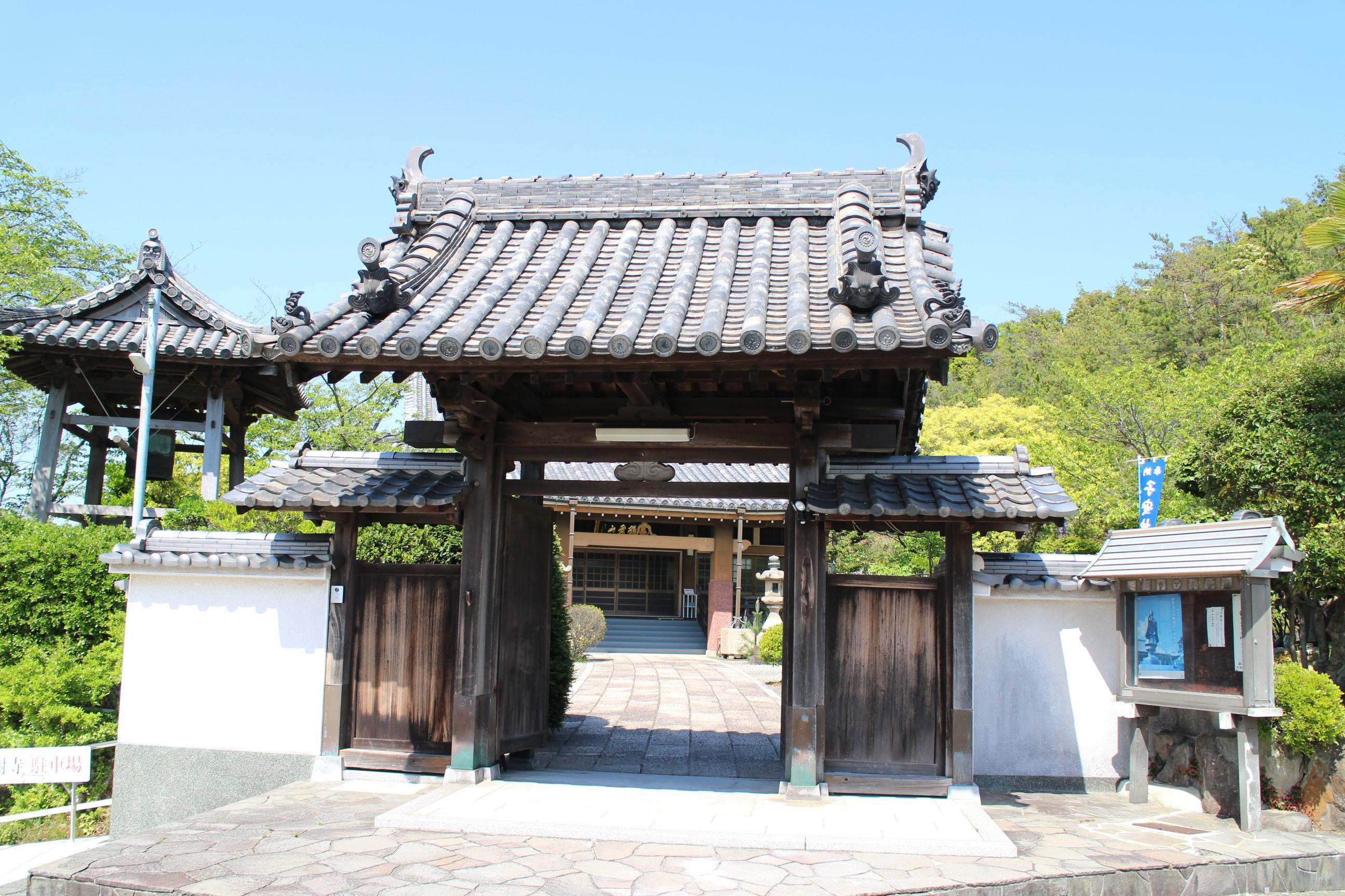 宝樹寺の山門