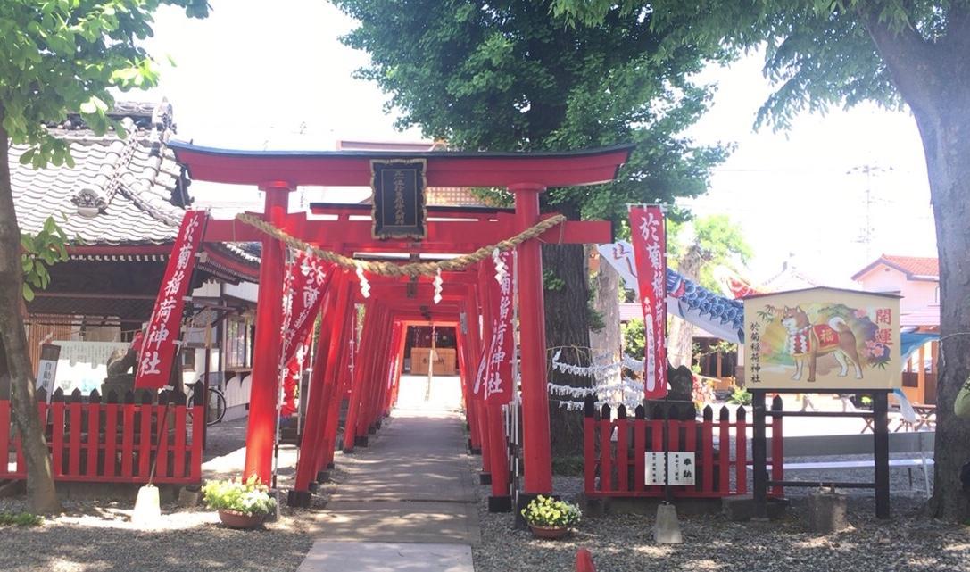 於菊稲荷神社の鳥居(群馬県新町駅)