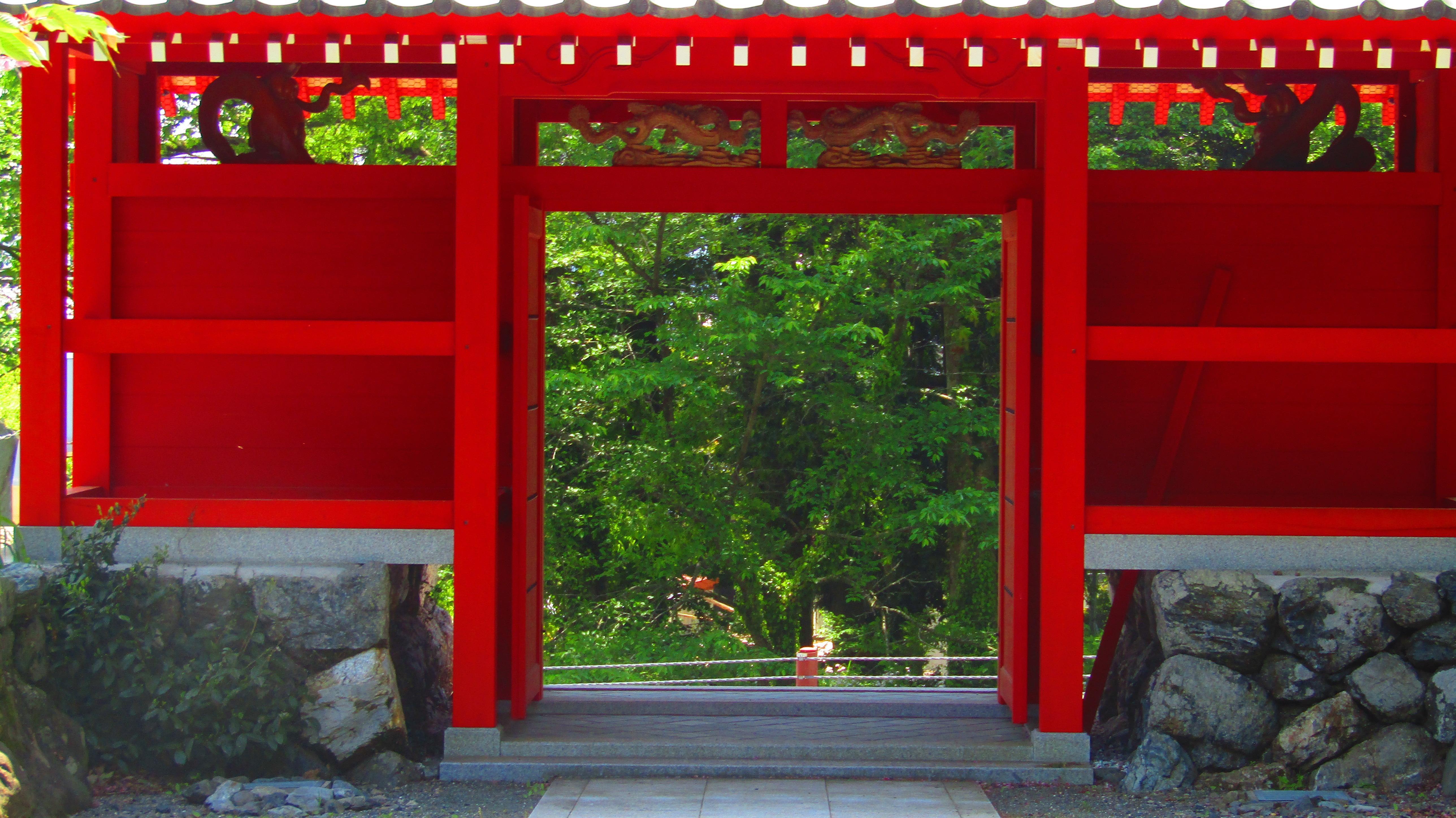 平等院酒波寺の山門