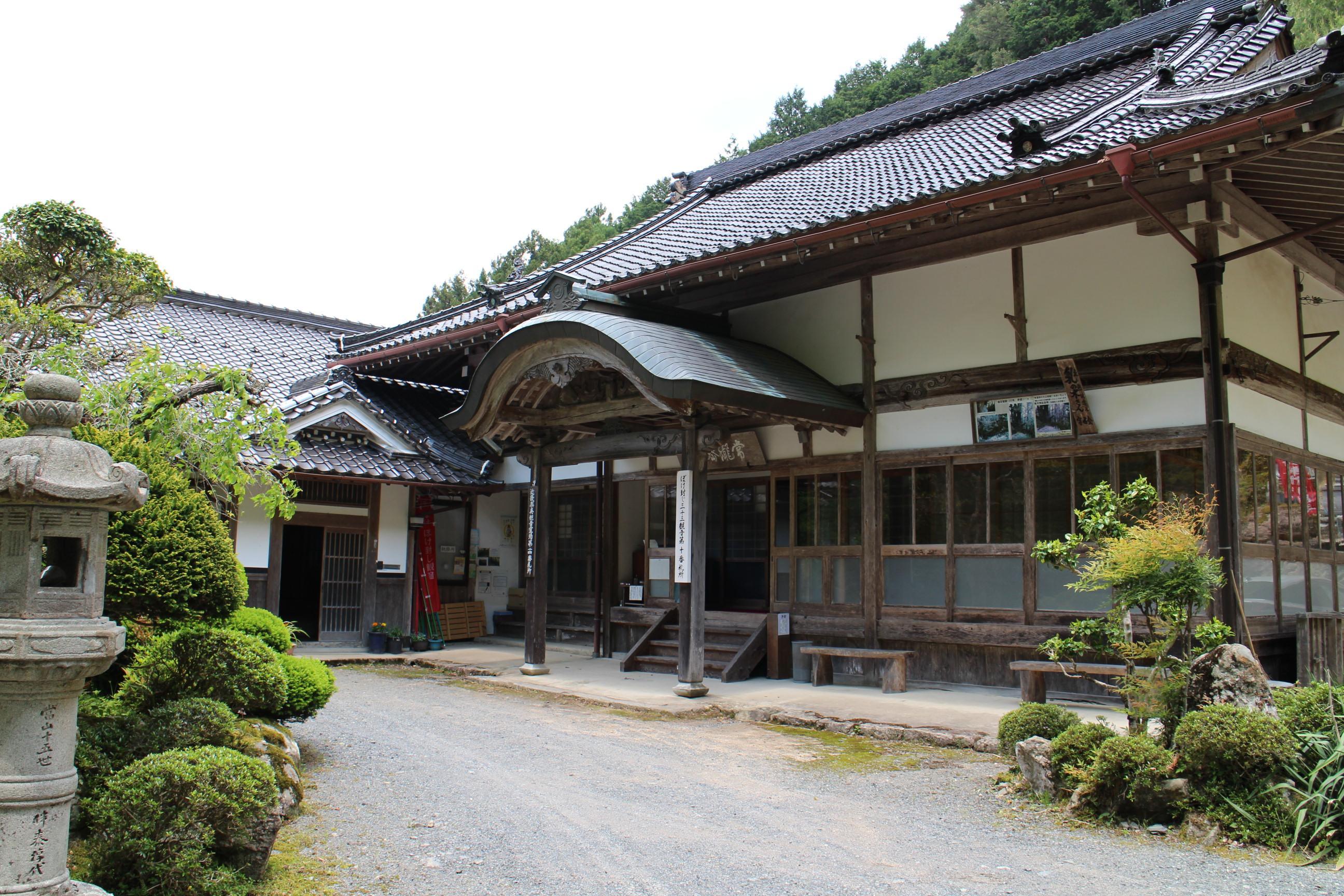 常瀧寺の本殿