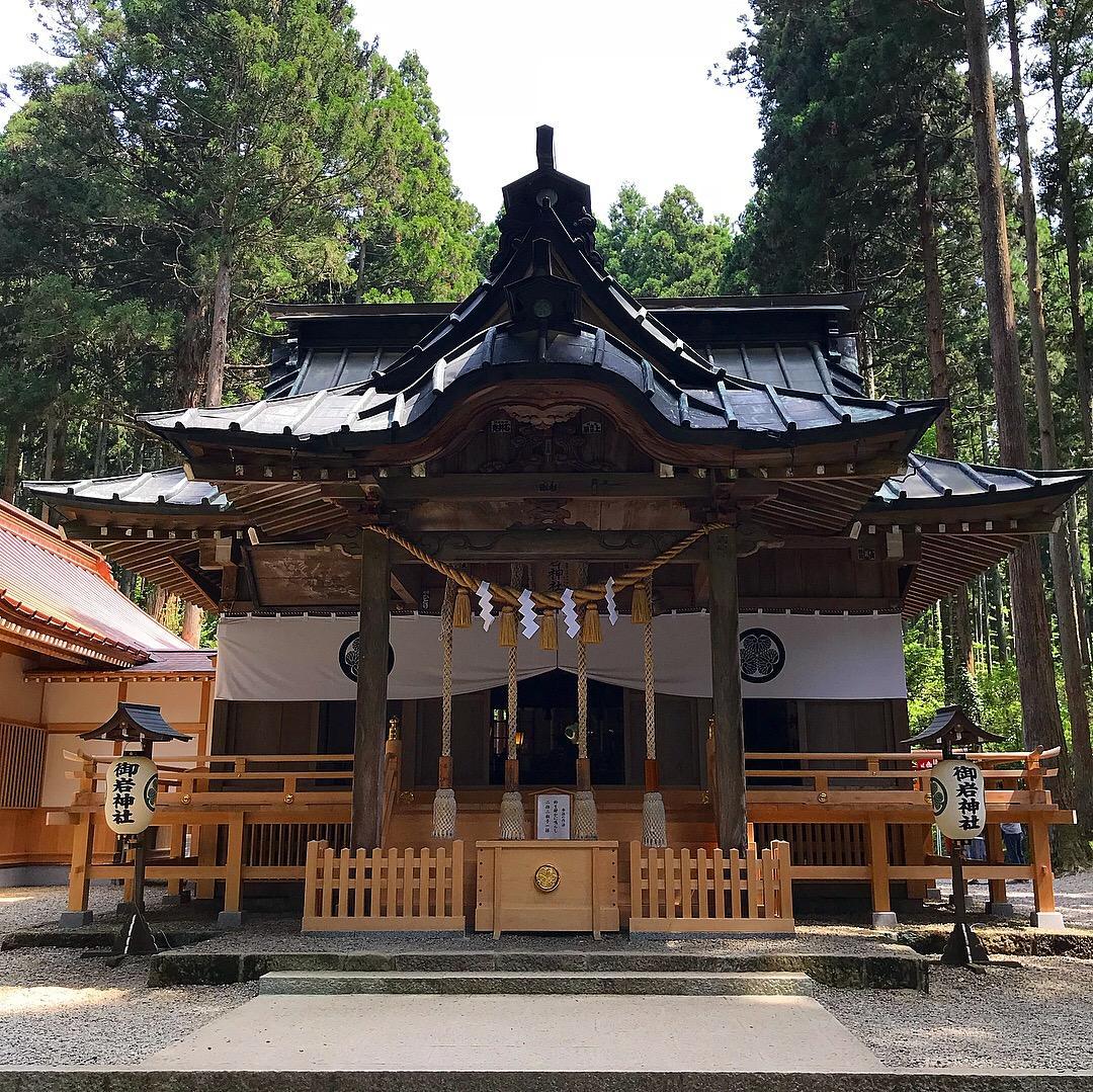 御岩神社の本殿