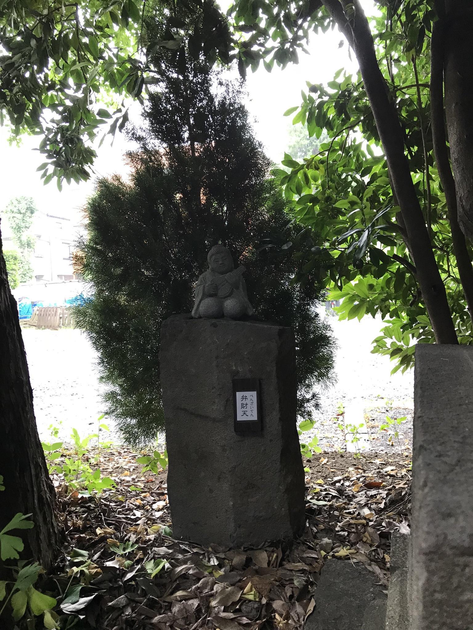 鎮守氷川神社の像