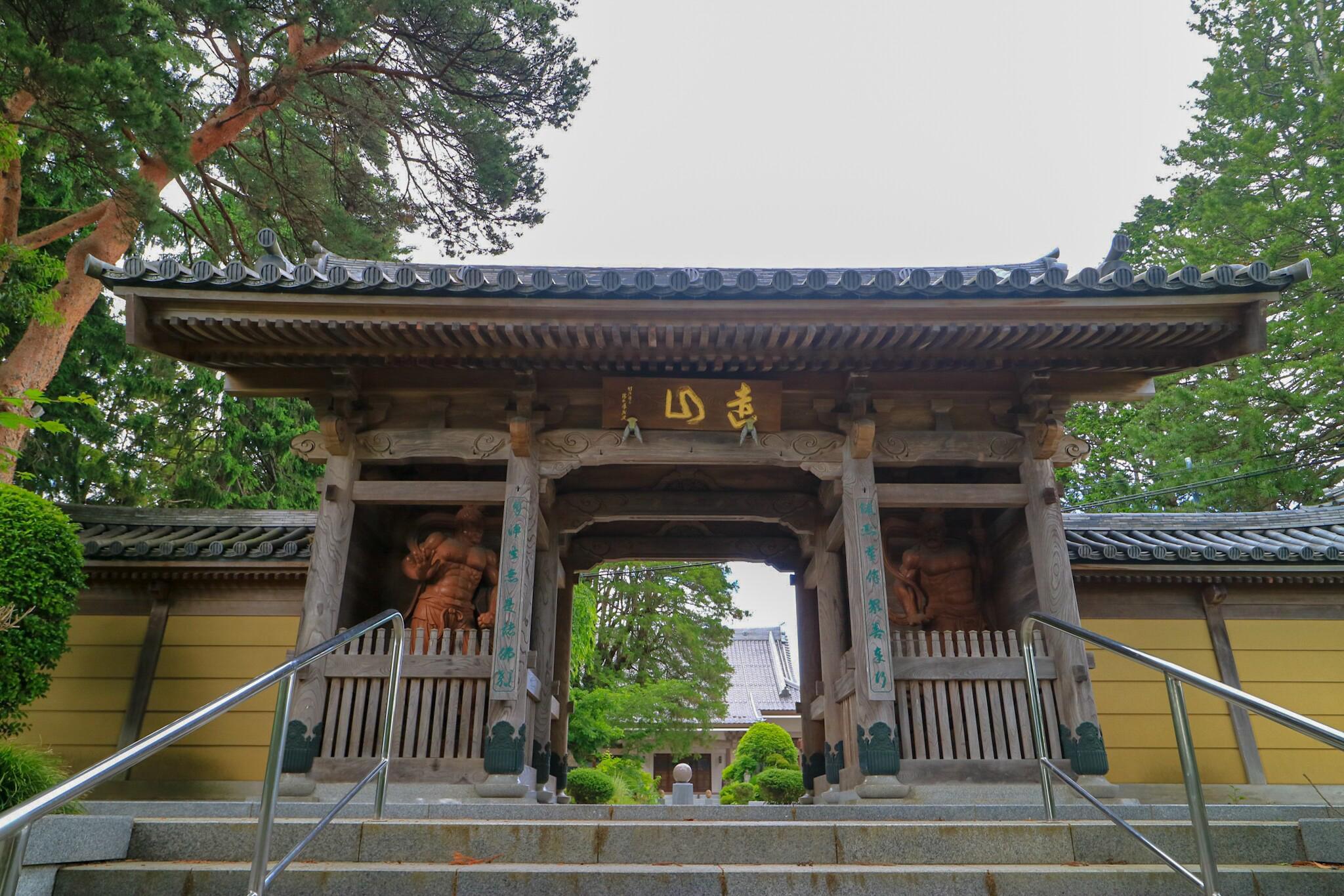 覚範寺の山門