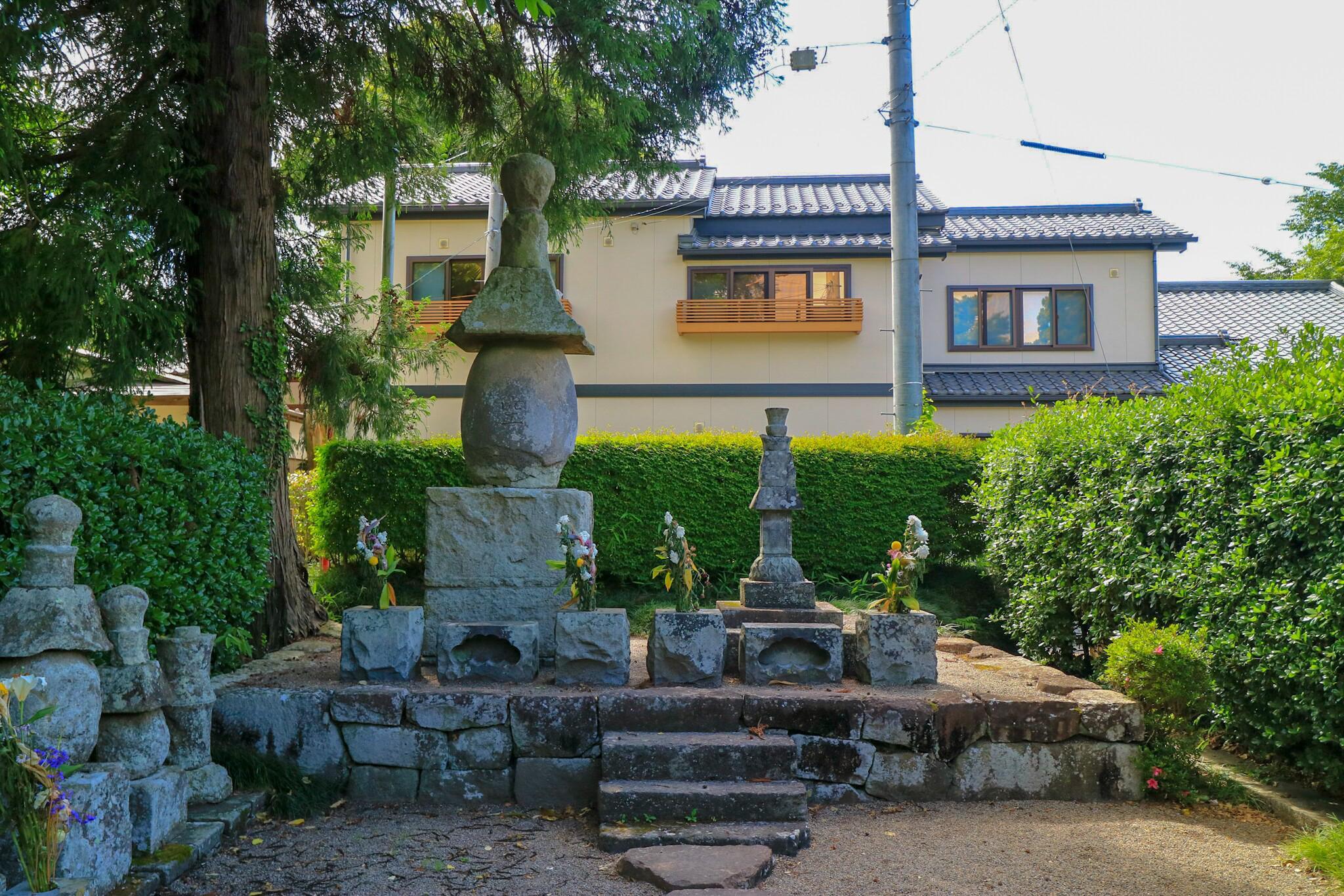 覚範寺のお墓