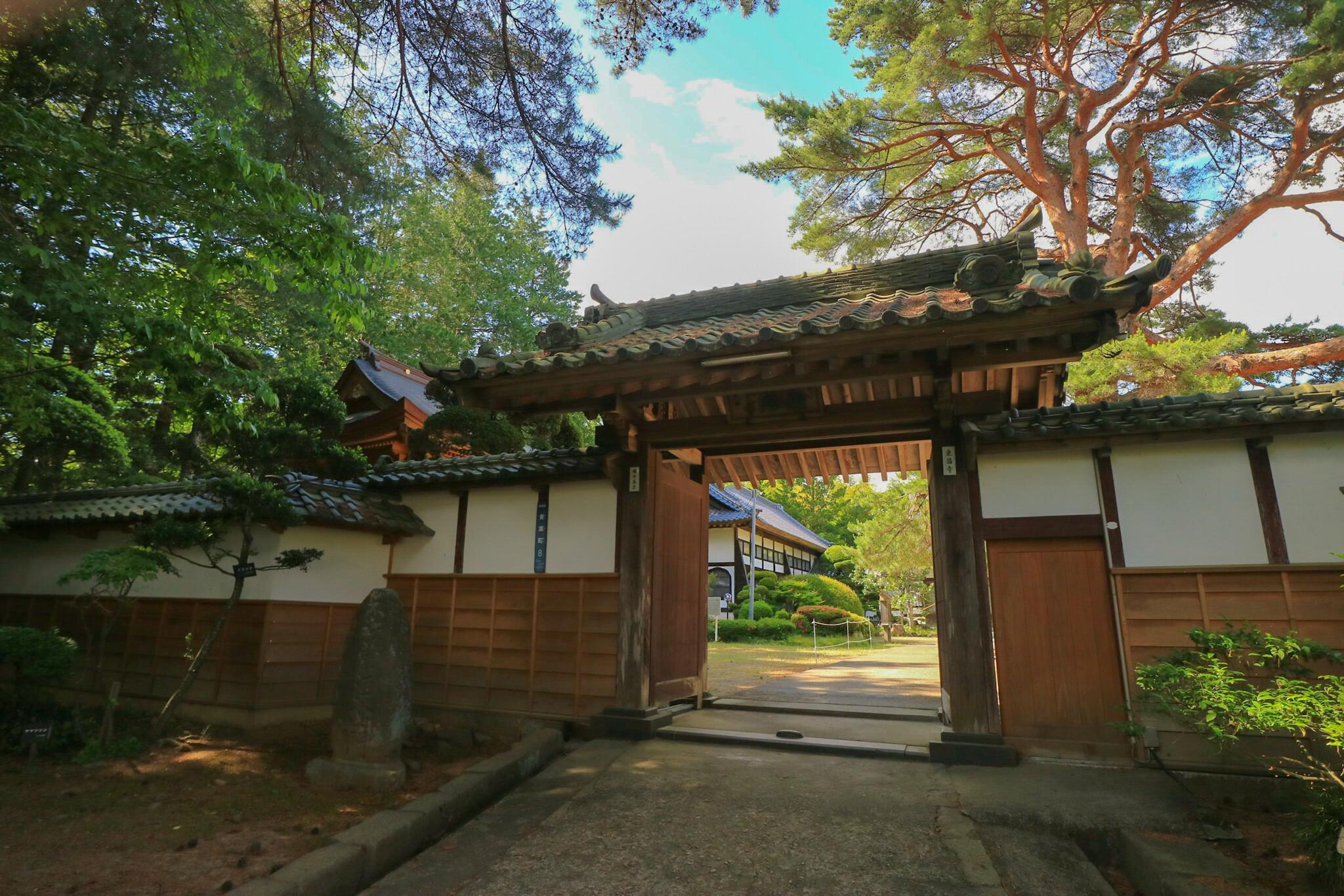 東昌寺の山門