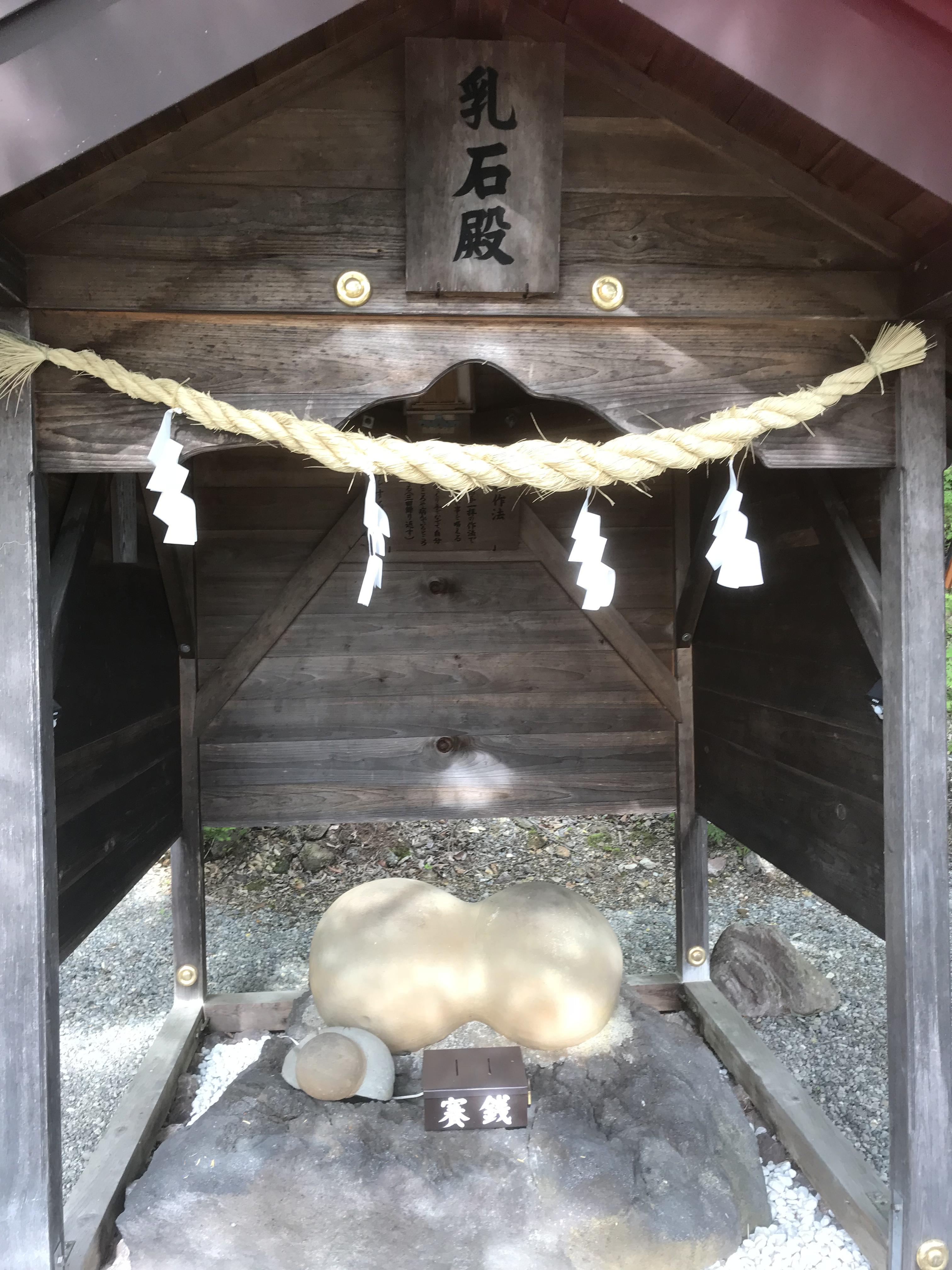 乳神神社の建物その他