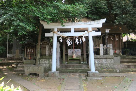 御霊神社の鳥居(東京都落合南長崎駅)