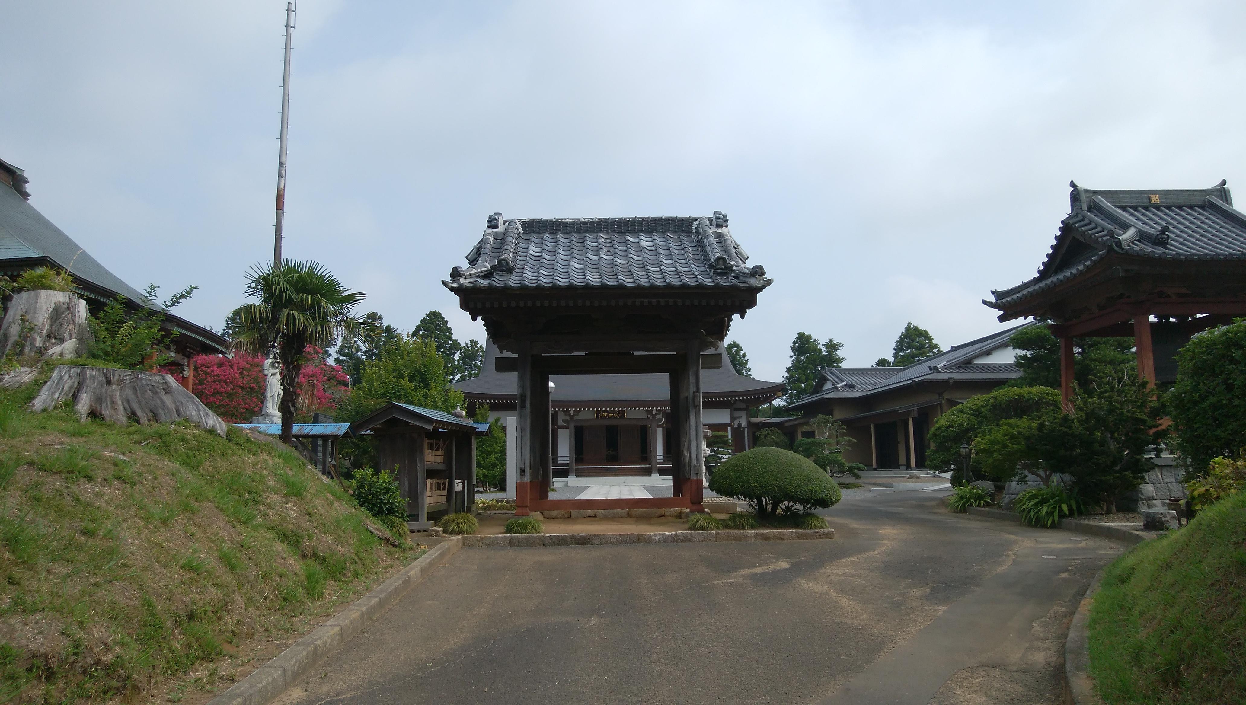 西光院の山門