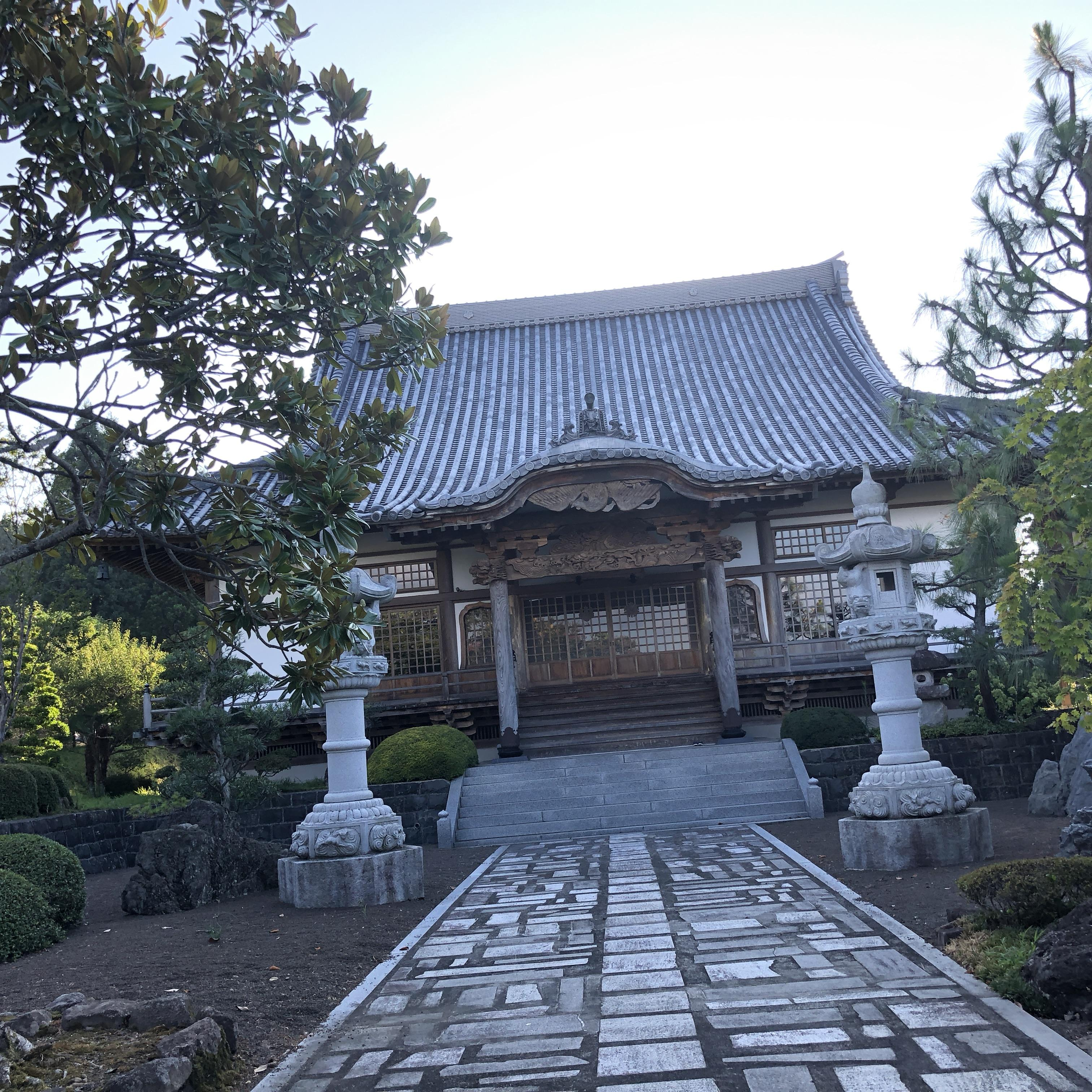 弥勒寺の本殿
