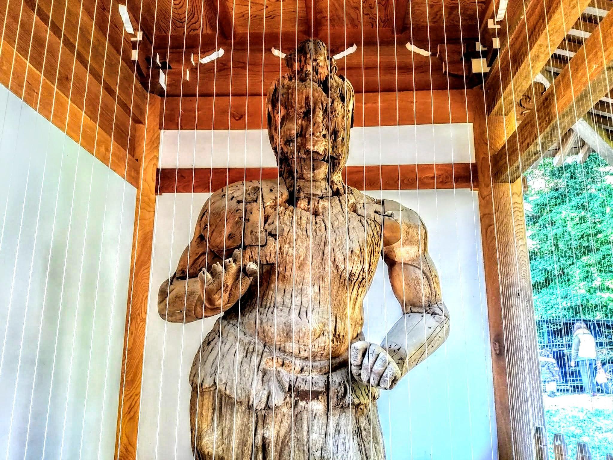 待暁山 彌勒寺の像
