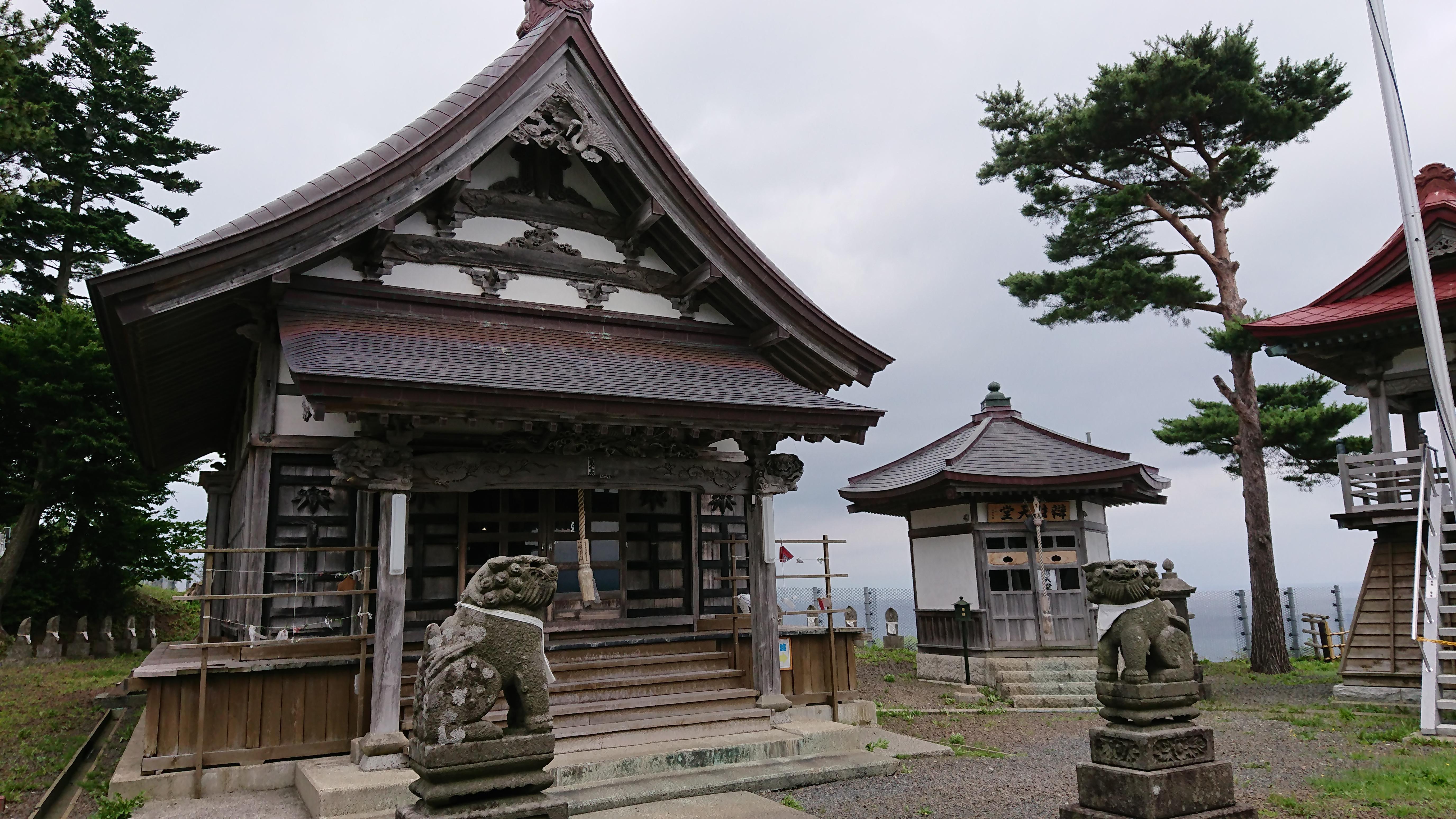 義経寺の本殿
