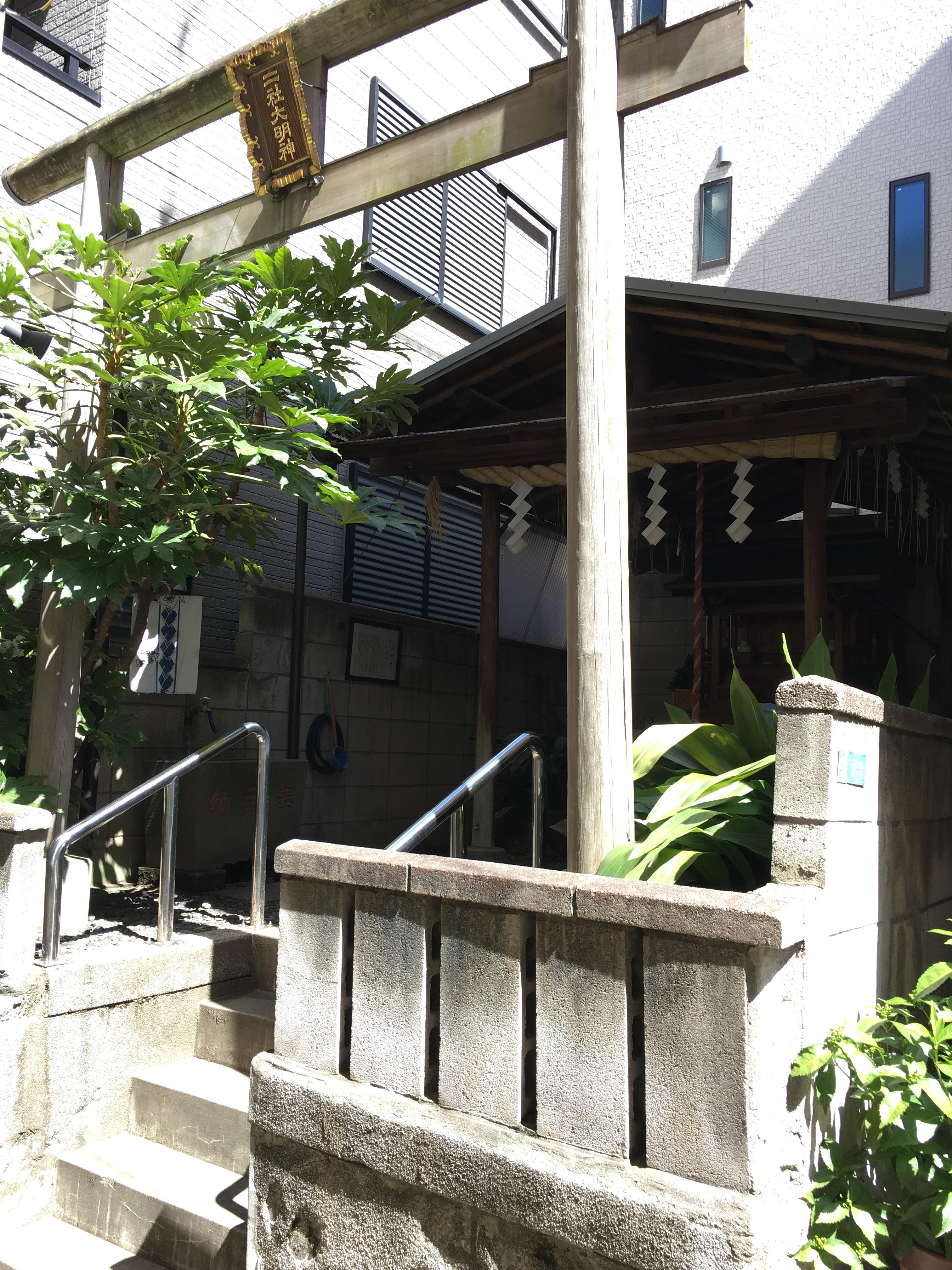 二社神社の鳥居(東京都門前仲町駅)