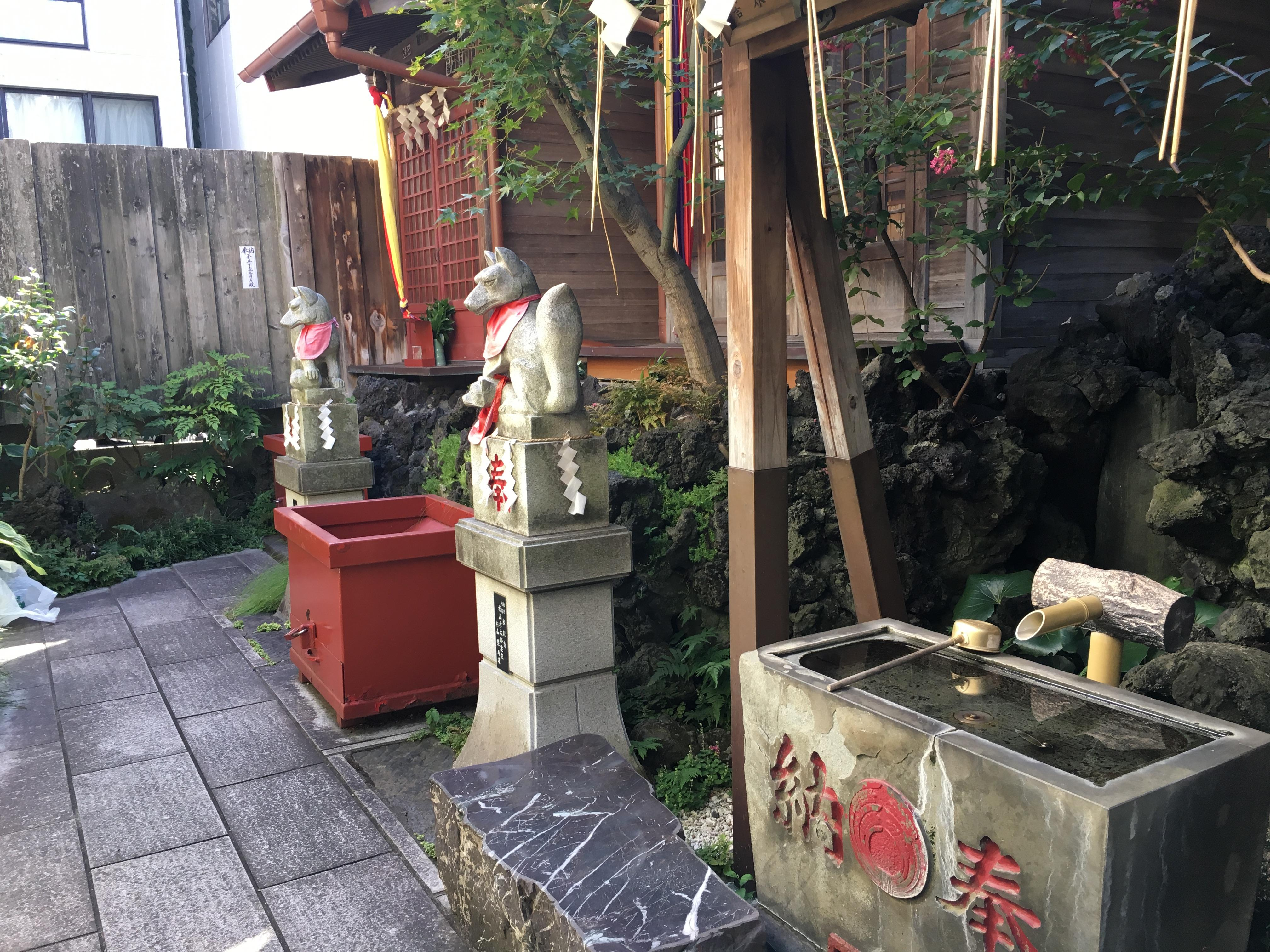於三稲荷神社の手水舎(東京都越中島駅)
