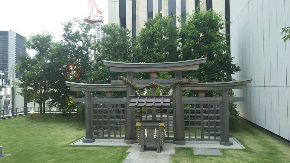 ギンザコマツ三輪神社の鳥居