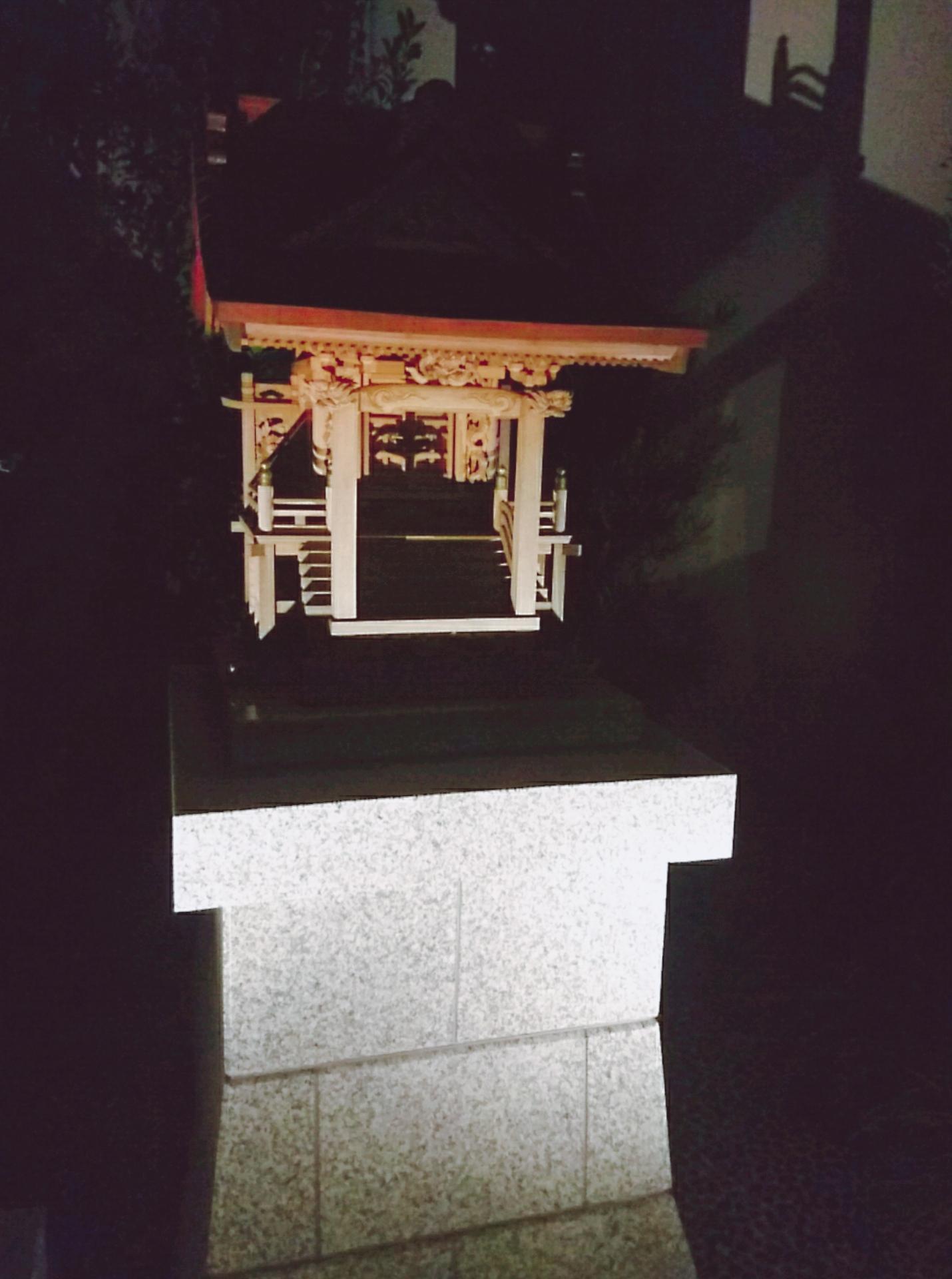 靍護稲荷神社の本殿