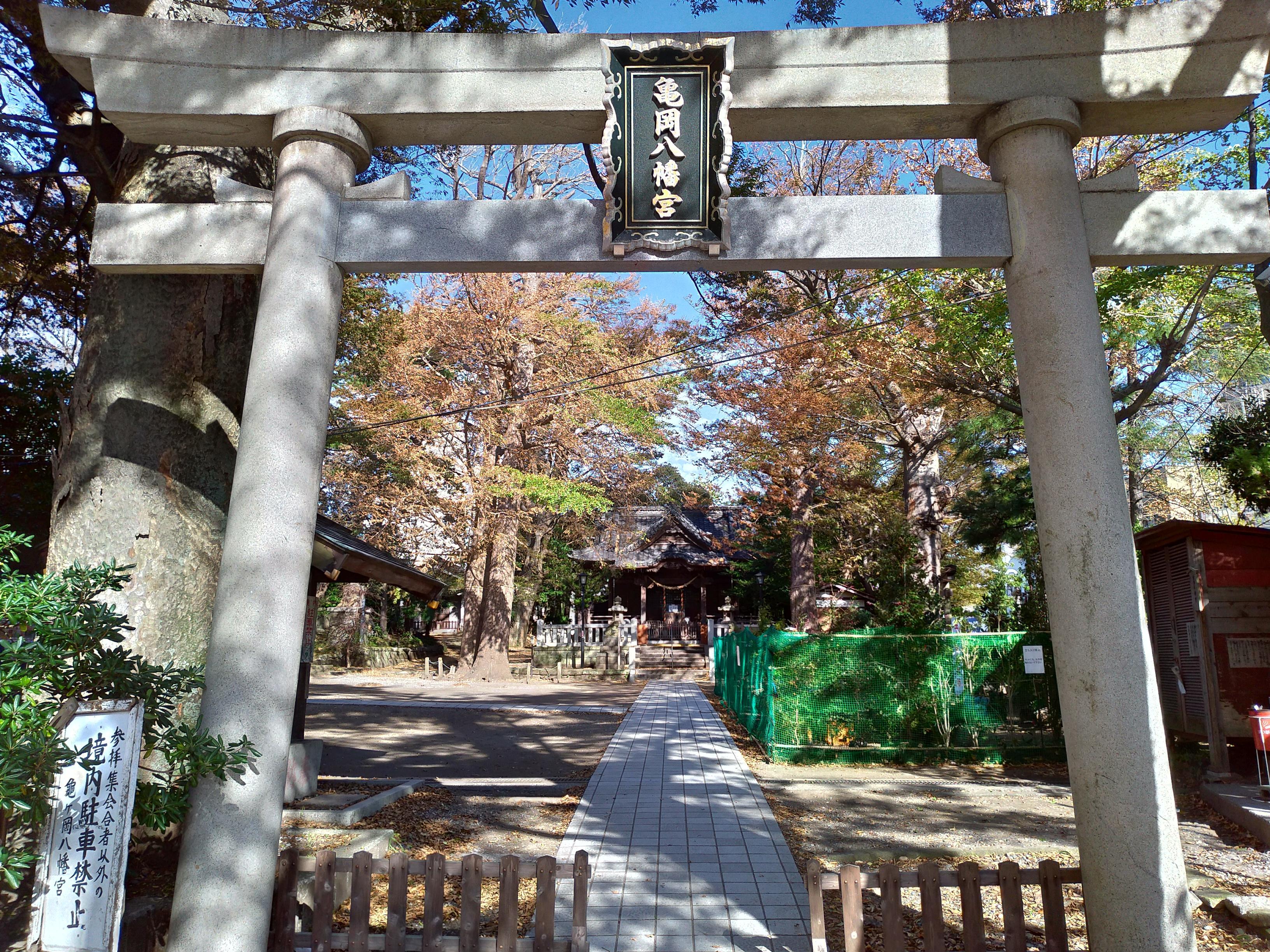 亀岡八幡宮の鳥居(神奈川県新逗子駅)