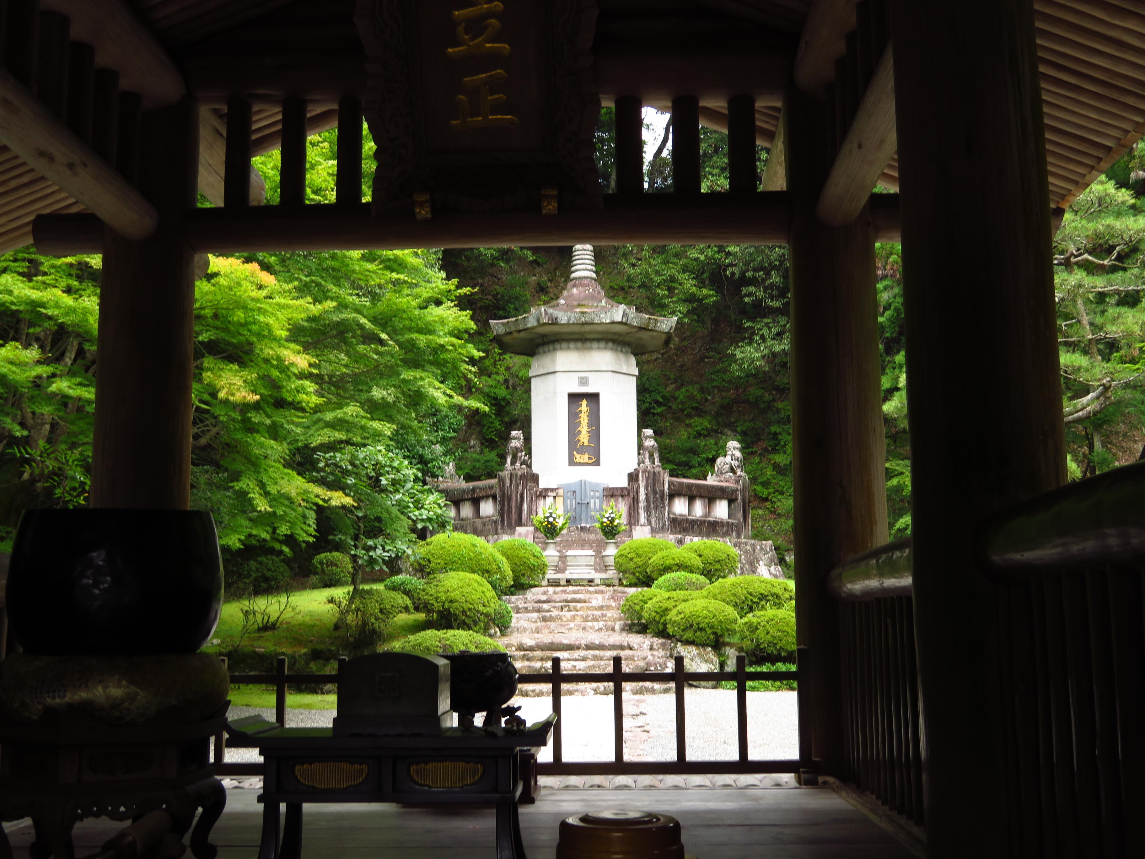 久遠寺の庭園