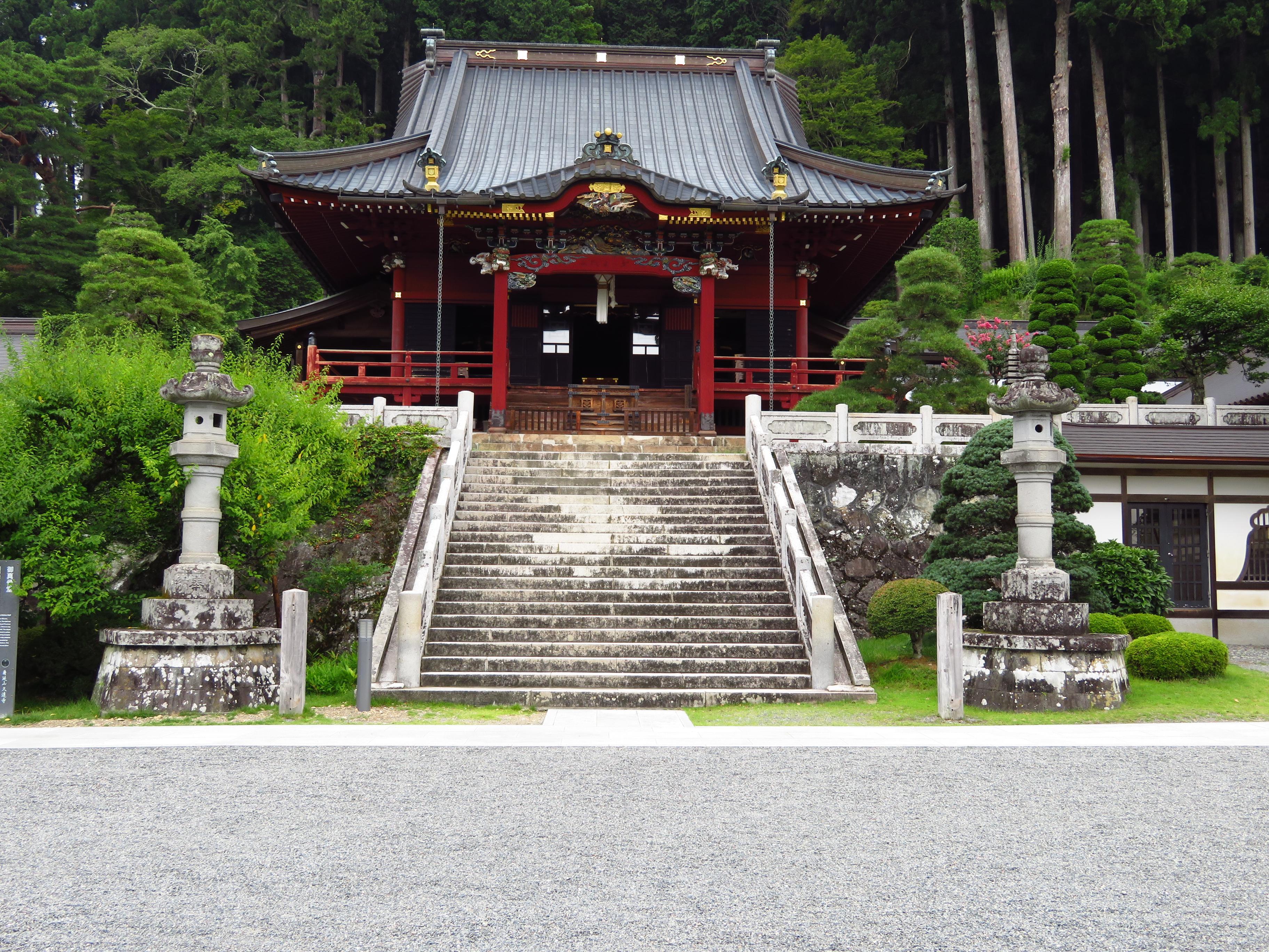 久遠寺の本殿