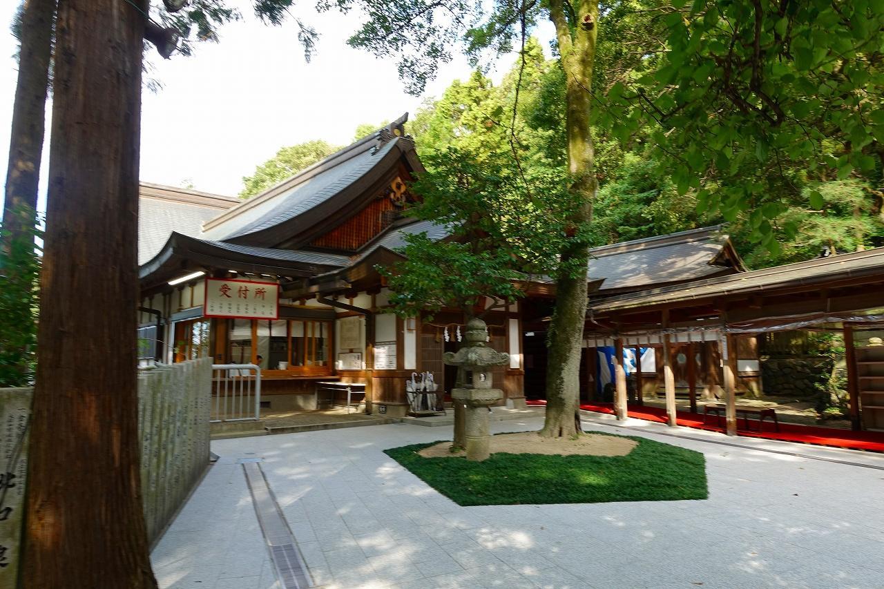 枚岡神社の庭園