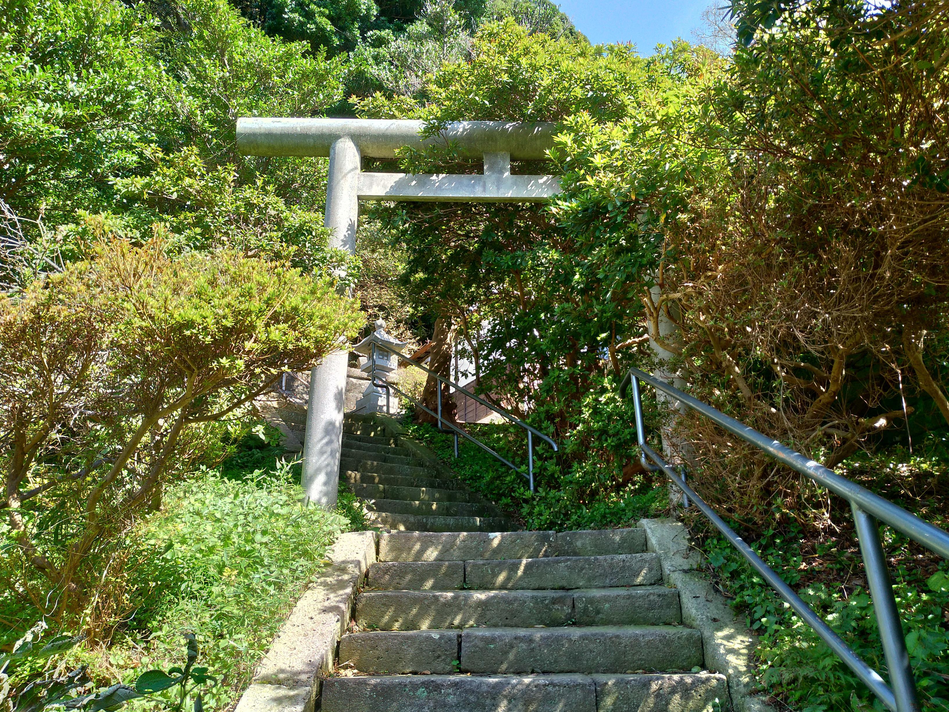 吾妻神社の鳥居(神奈川県新逗子駅)