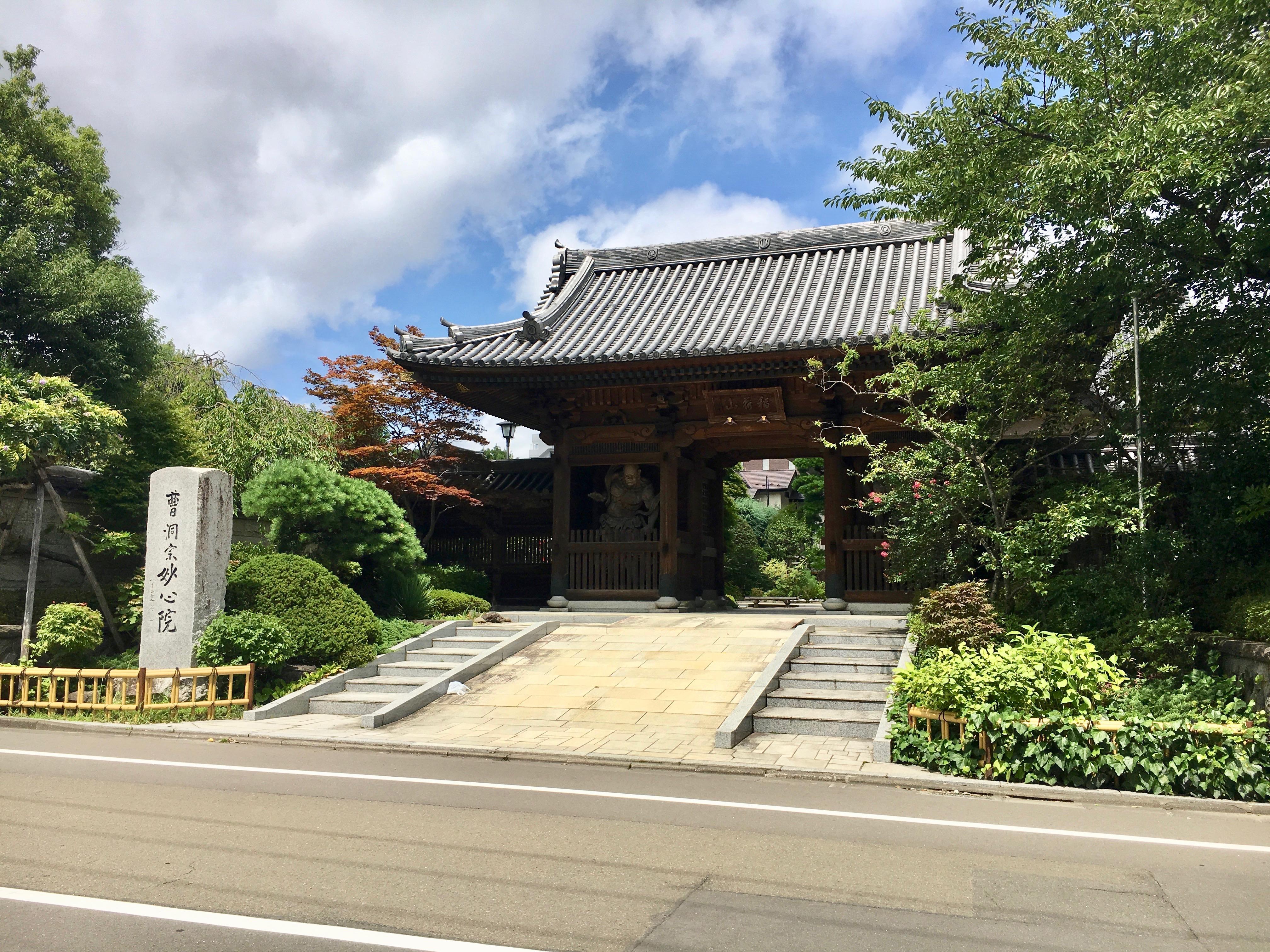妙心院の山門