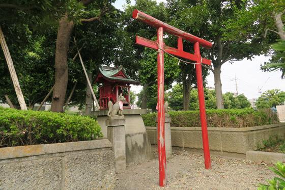 稲荷社の鳥居(埼玉県南浦和駅)