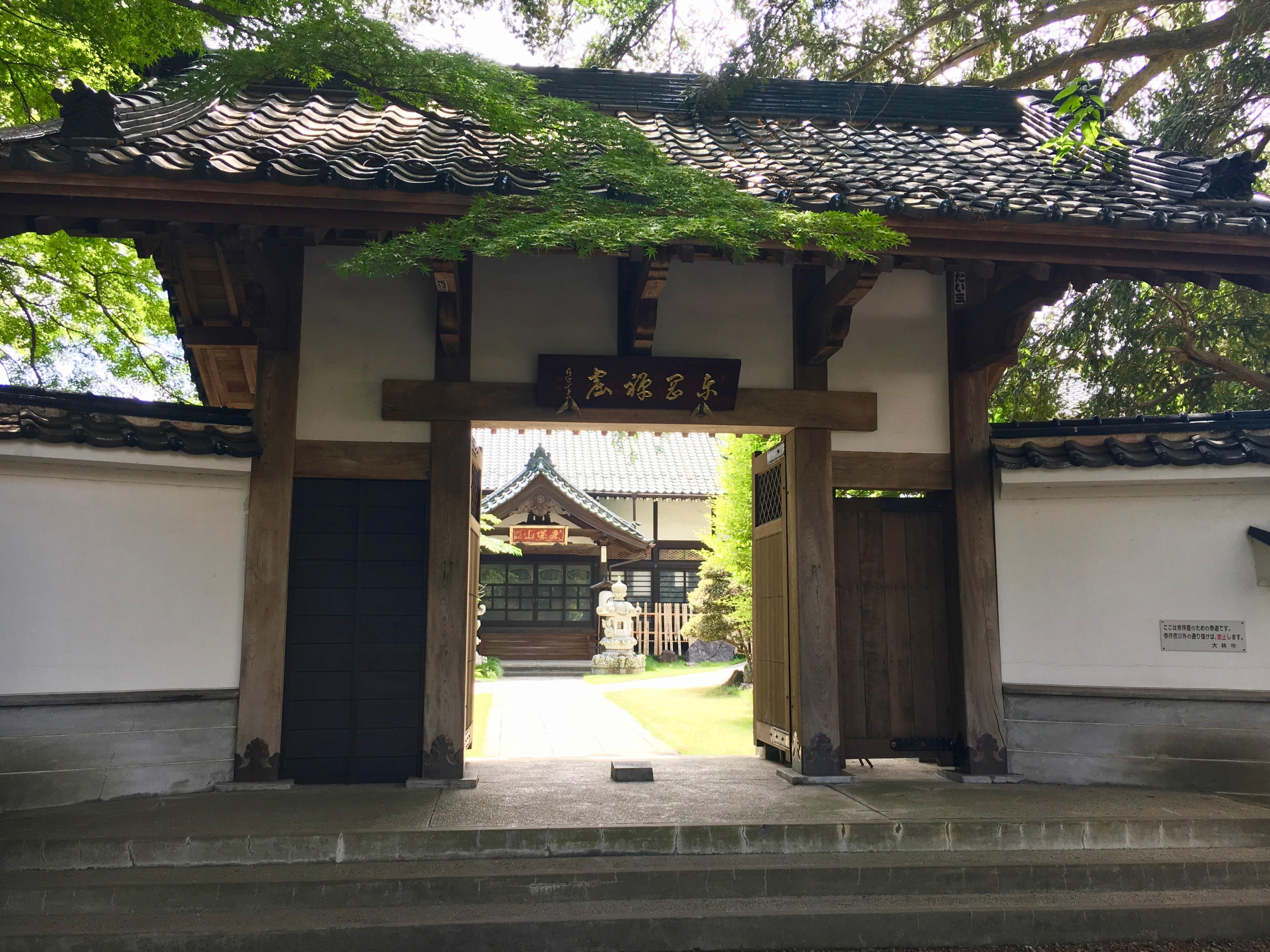 大林寺の山門(宮城県榴ケ岡駅)