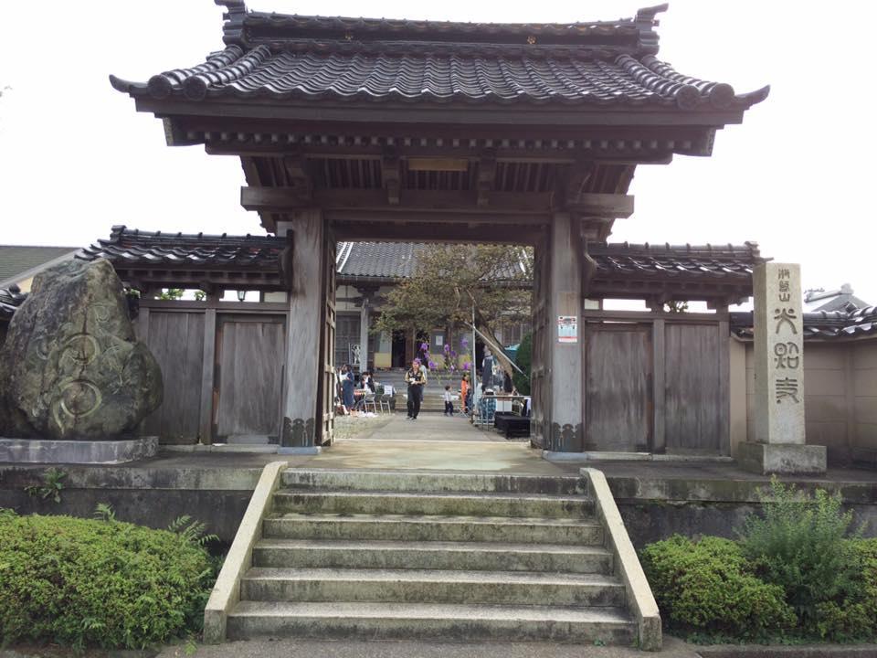 光照寺の山門